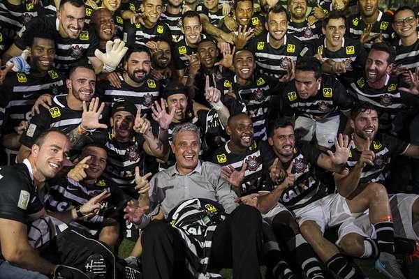 É hexa! Corinthians empata com o Vasco no caldeirão de São Januário e é campeão brasileiro de 2015