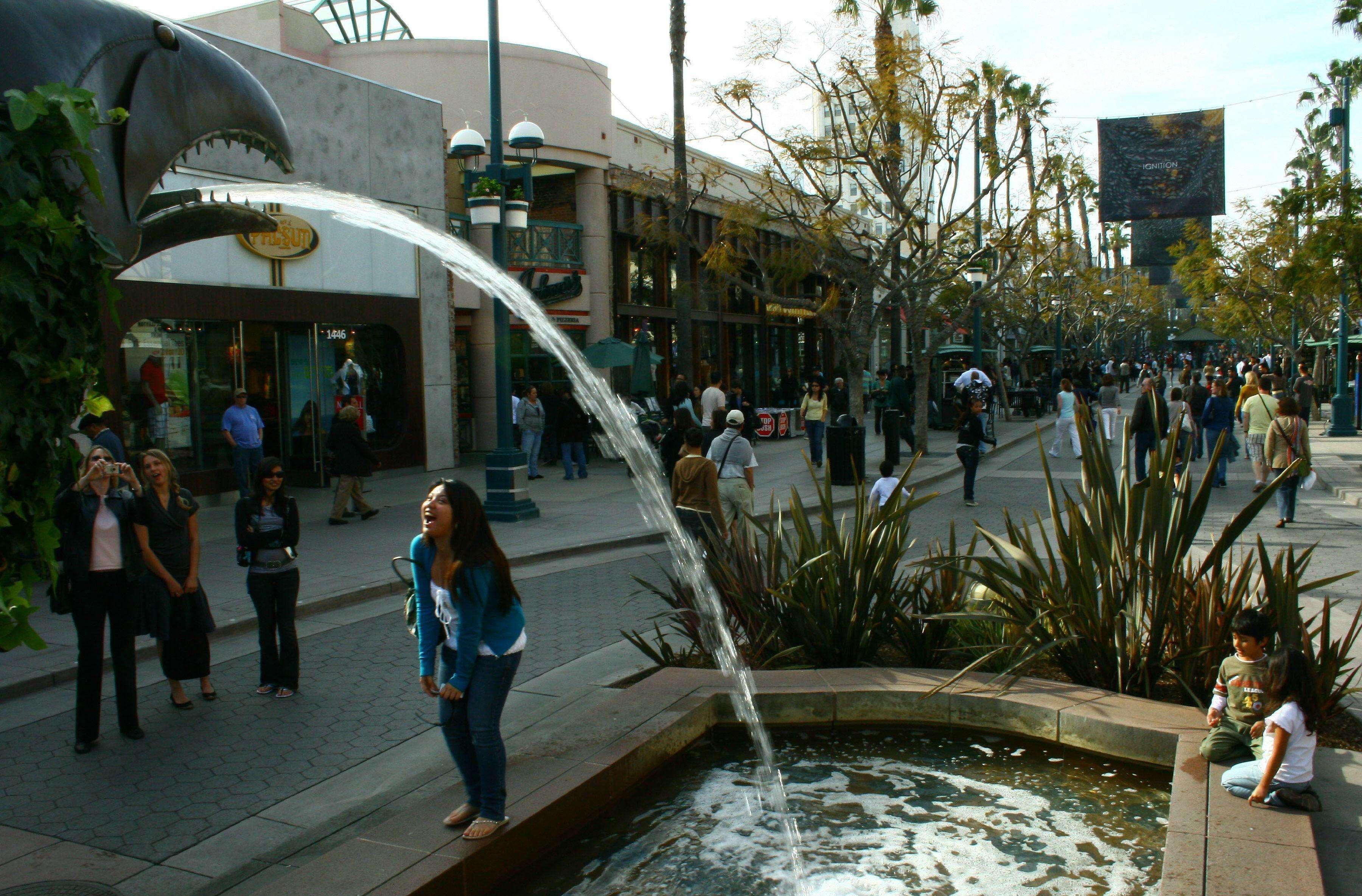 Si se toma en cuenta el número de hispanos residentes, la lista la encabeza Los Angeles, en California, con más de 5 millones de latinos, seguida por Nueva York (2,8 millones), Miami (1,5 millones), San Francisco-Oakland (960.000) y Chicago (933.000). Foto: EFE