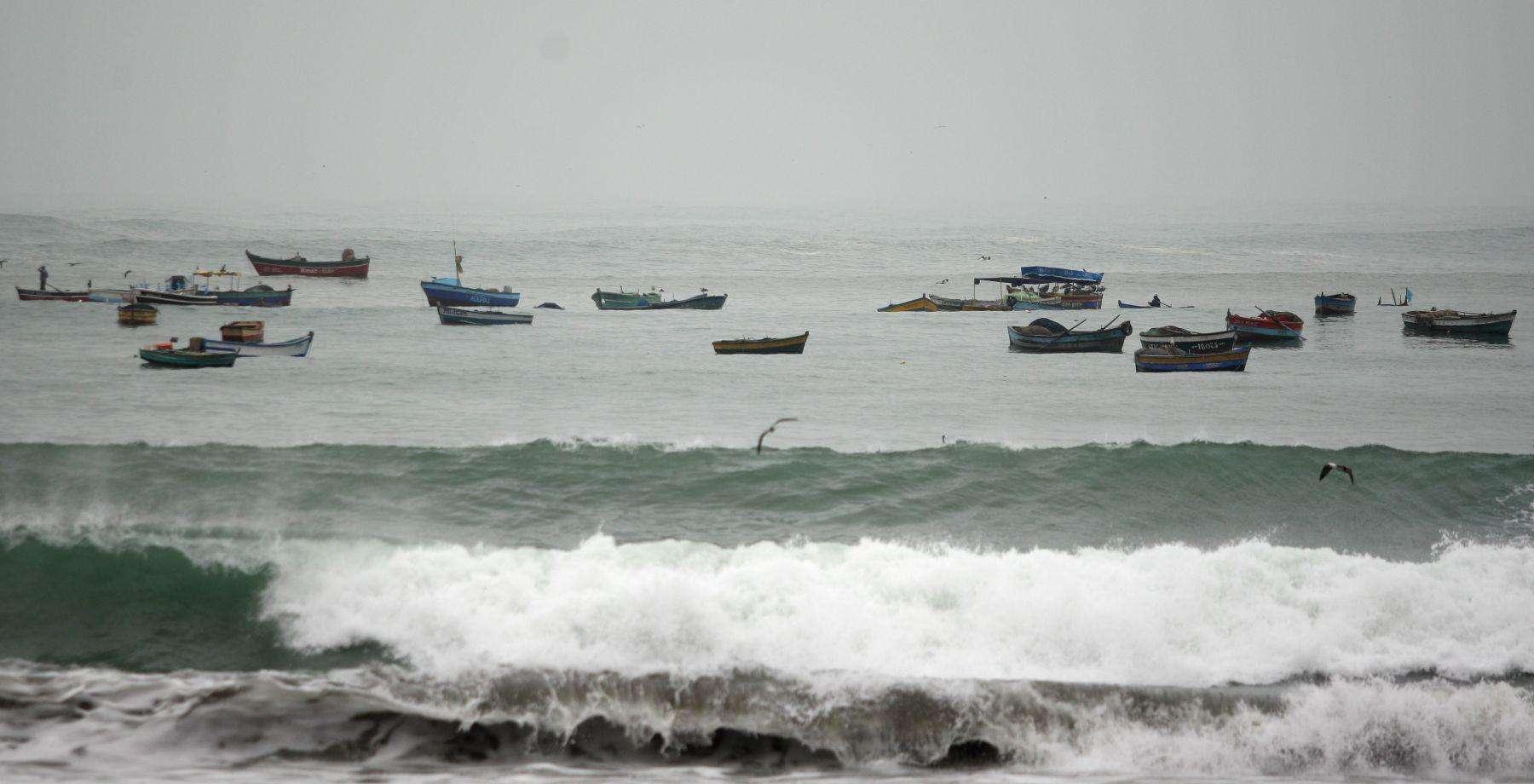 Fuerte oleaje anómalo se presenta en las playas de la Costa Verde. Foto: Andina