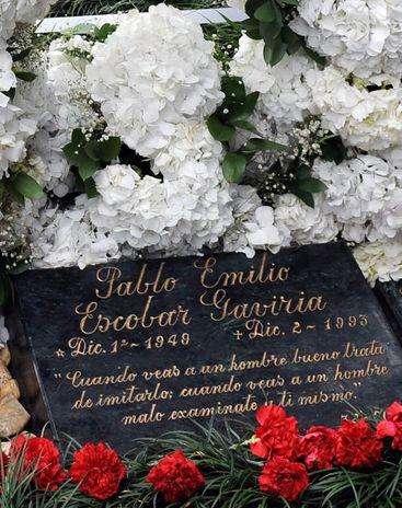 Desde su muerte, la tumba de Pablo Emilio Escobar Gaviria en el cementerio de Montesacro de Medellín es la más visitada del país. Foto: afp