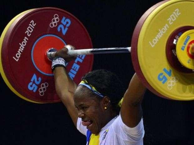 Ubaldina Valoyes queda sexta en halterofilia 69kg. Foto: AP