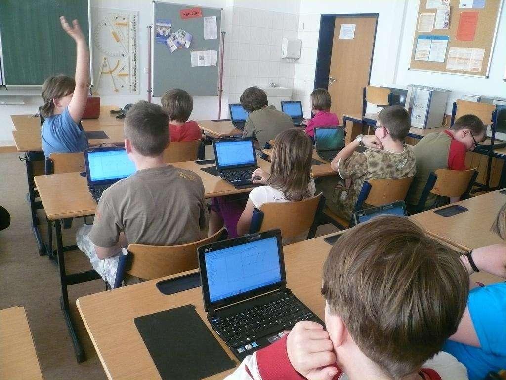 Niños-ordenadores-colegios Foto: ACER
