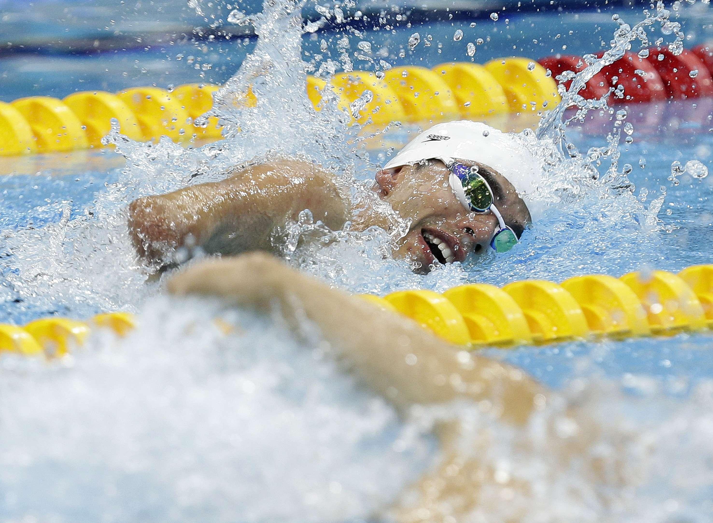 Nadador brasileño consigue el pleno de oros en Londres