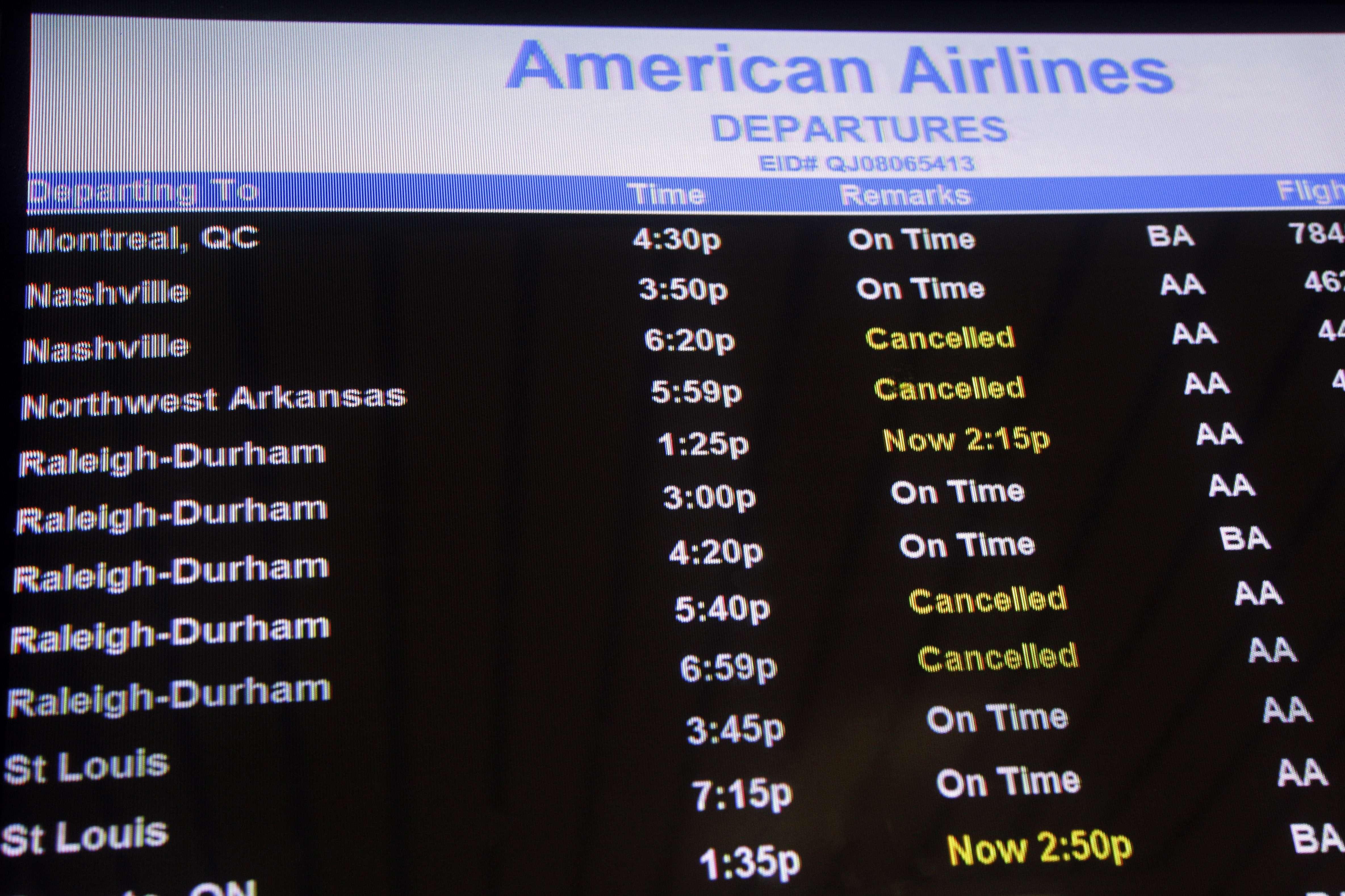 Aeropuertos de Nueva York reinician actividades tras Sandy