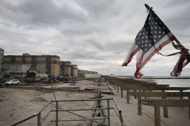 Tras Sandy, neoyorquinos claman por agua, comida y luz