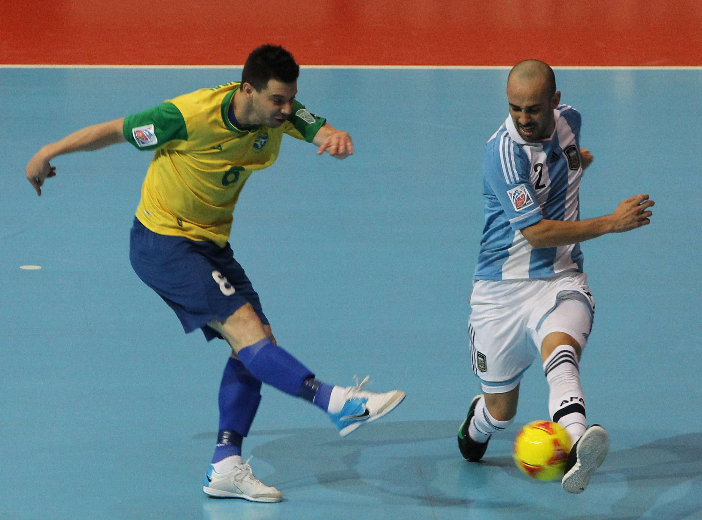 """Com mais de 80 chutes, Brasil """"massacra"""" Argentina; veja..."""
