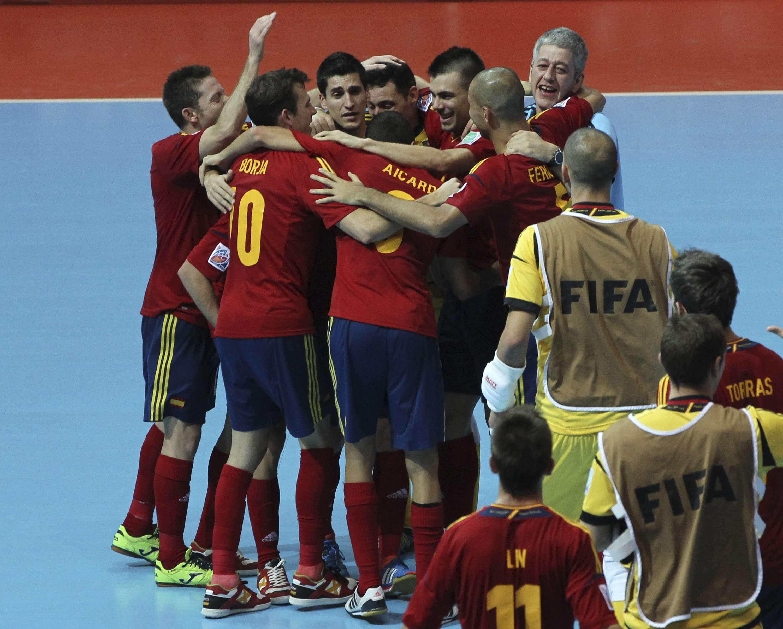 Espanha domina Itália, faz 4 a 1 e encara Brasil na final