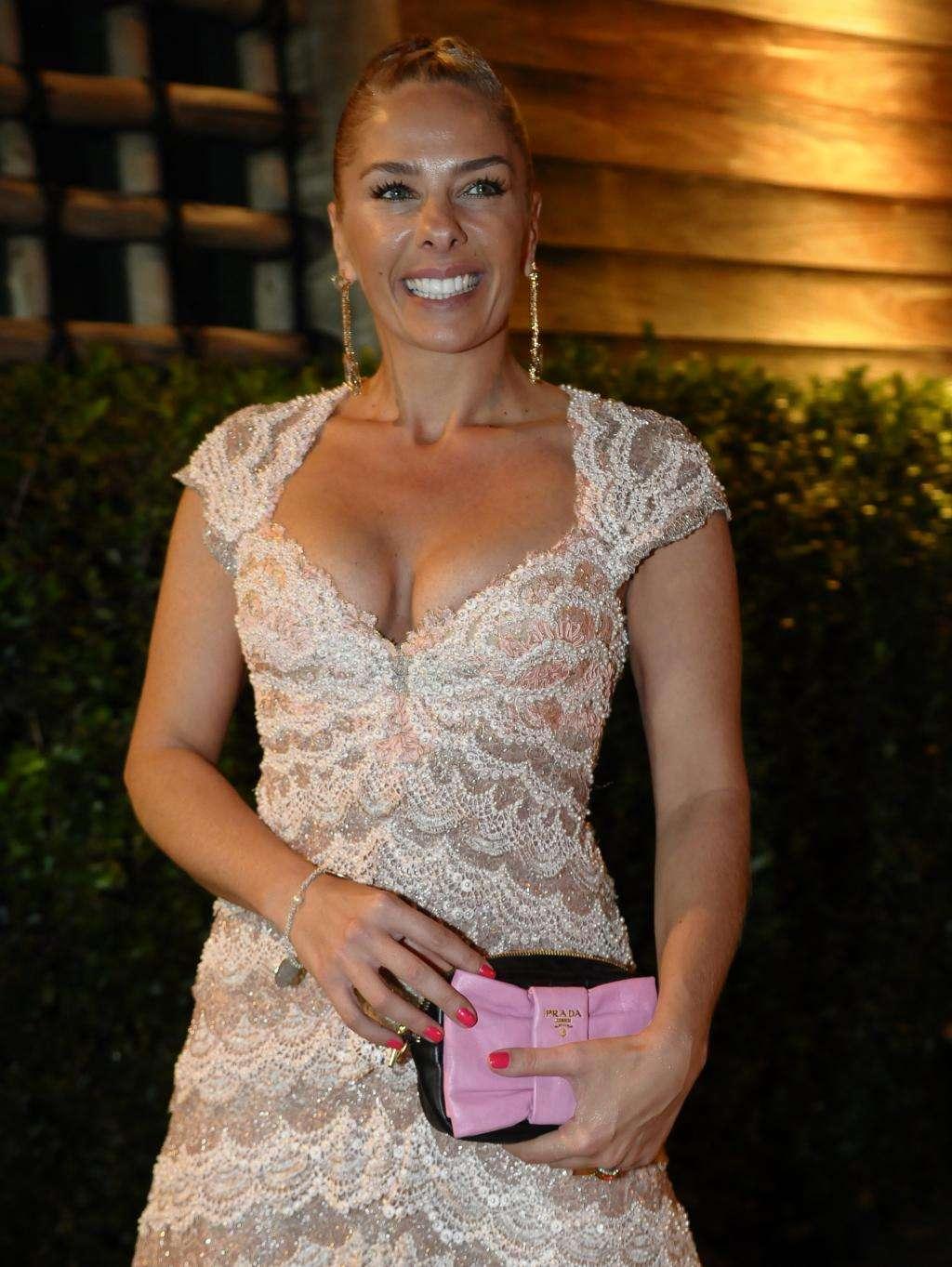 Jornal: SBT quer recontratar Adriane Galisteu