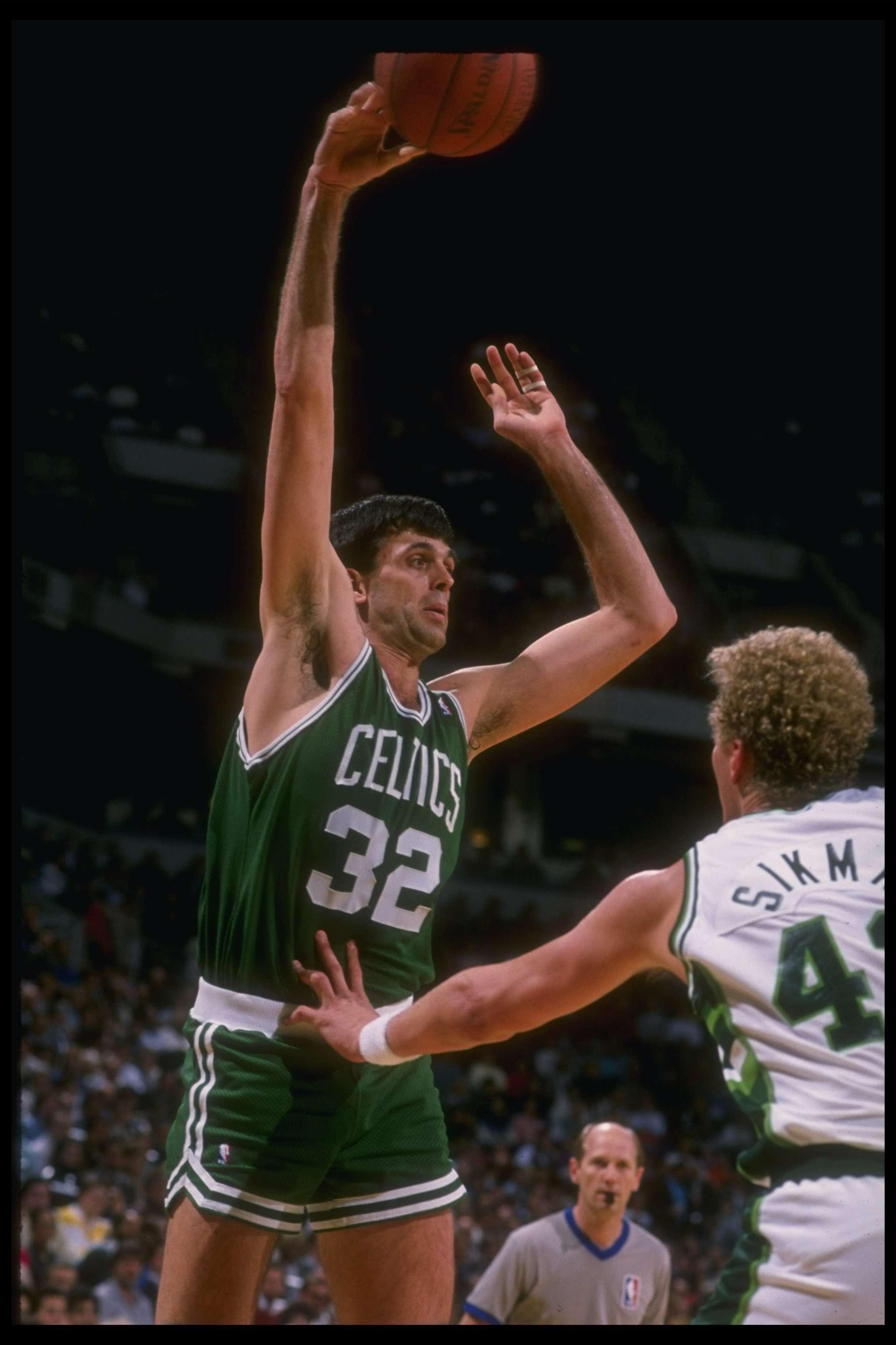 Hoy en su cumpleaños número 55, recordamos la trayectoria de una leyenda del basquetbol de la NBA: Kevin McHale. Foto: AP y Getty Images