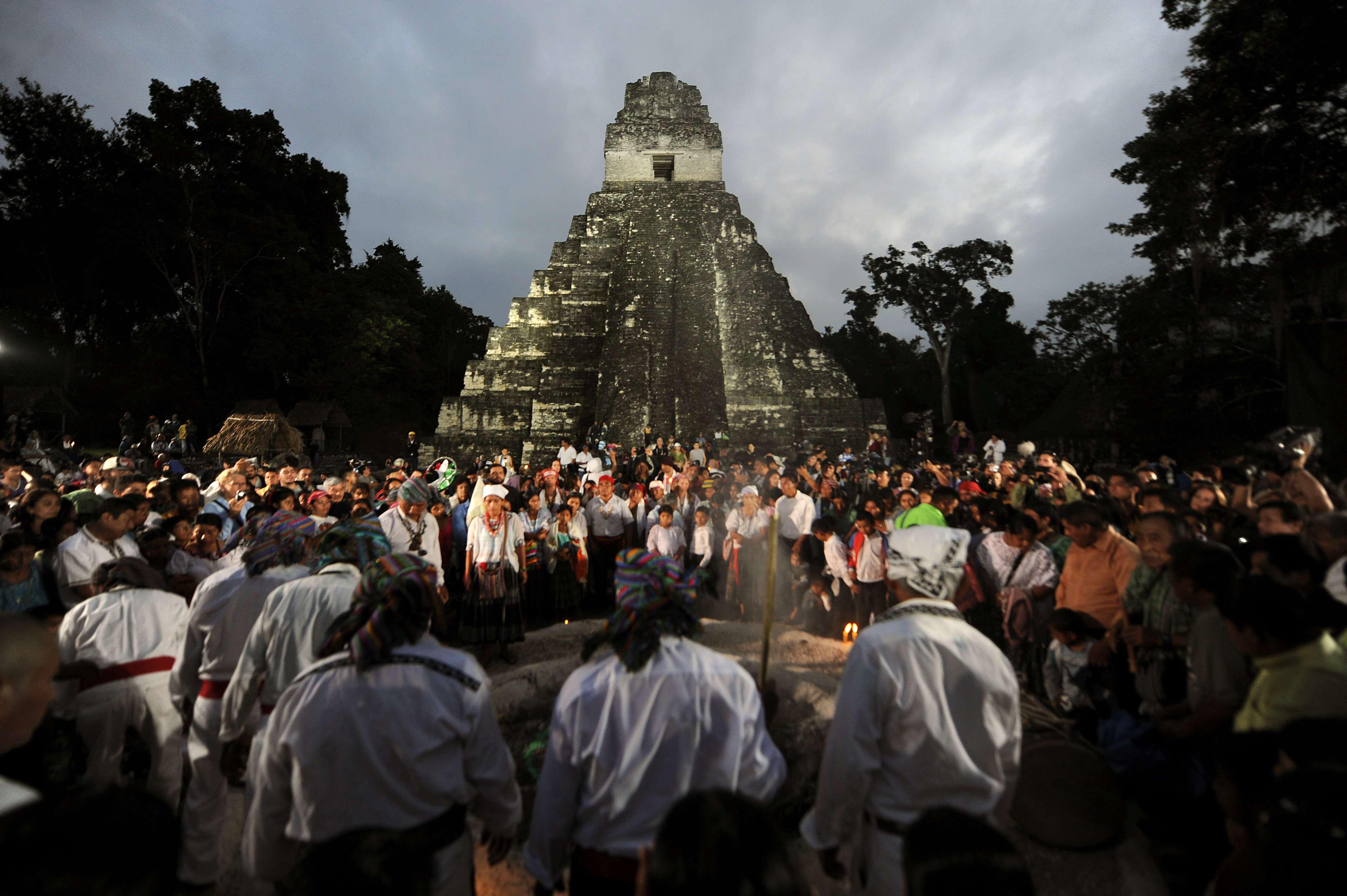 Guatemala: turistas danificam ruína maia durante início ...
