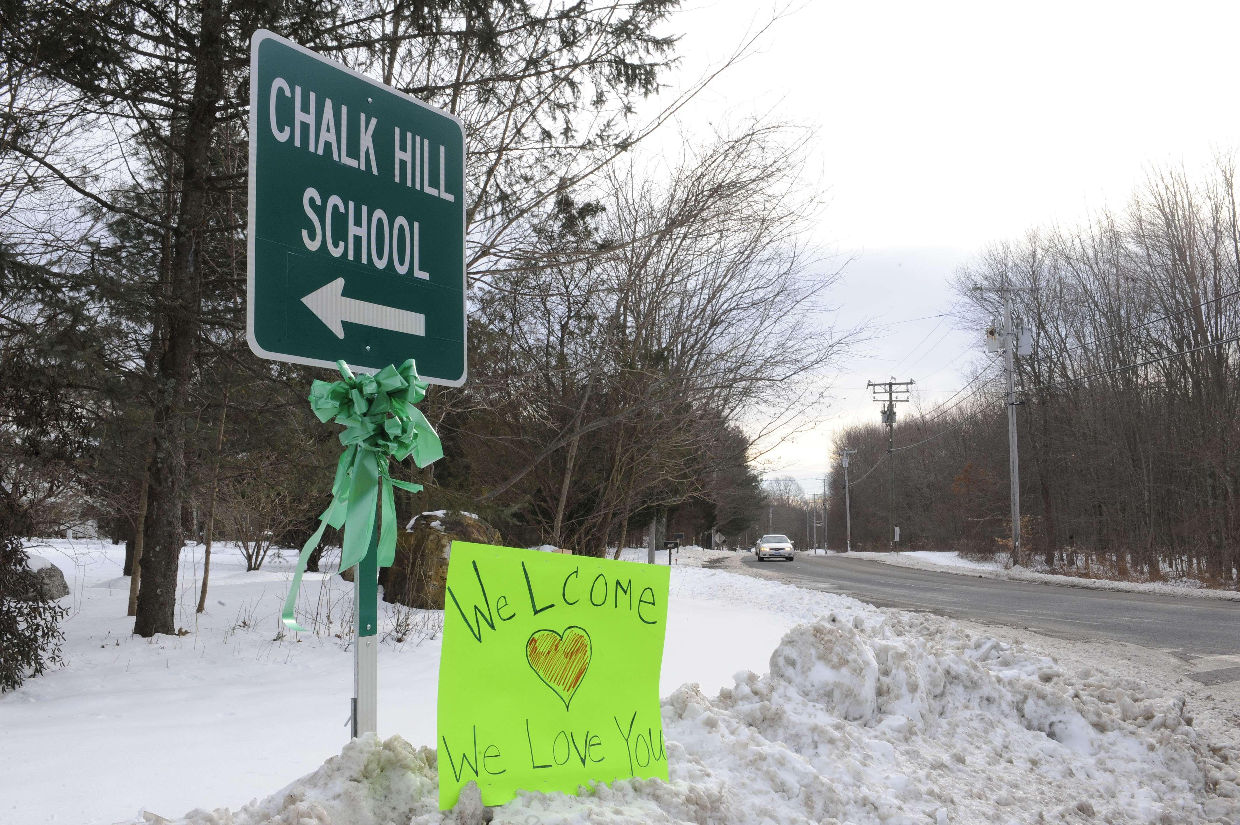 Escolares de Newtown vuelven a clases y estrenan colegio