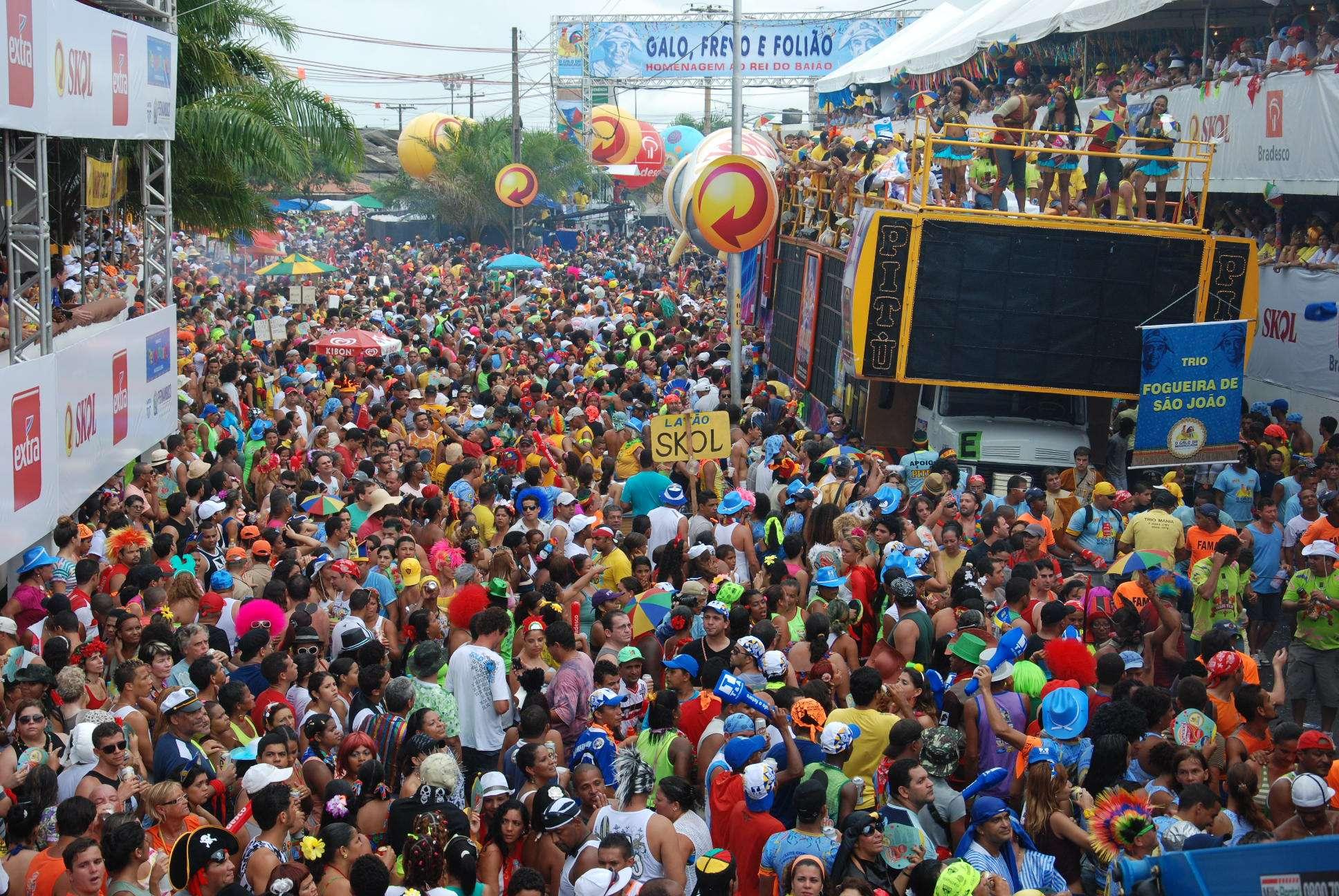 Considerado pelo Guinness Book o maior bloco carnavalesco do mundo, Galo da Madrugada deve reunir este ano 1,5 milhão de pessoas nas ruas do Recife Foto: Marcelo Soares/PrimaPagina/Divulgação