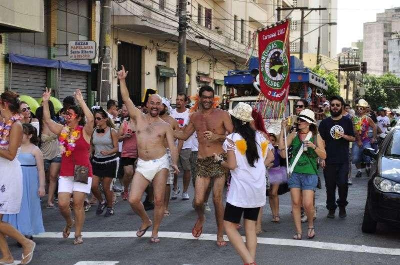 Foliões percorreram as ruas da Bela Vista, na região central de São Paulo Foto: Osmar Vituri/vc repórter