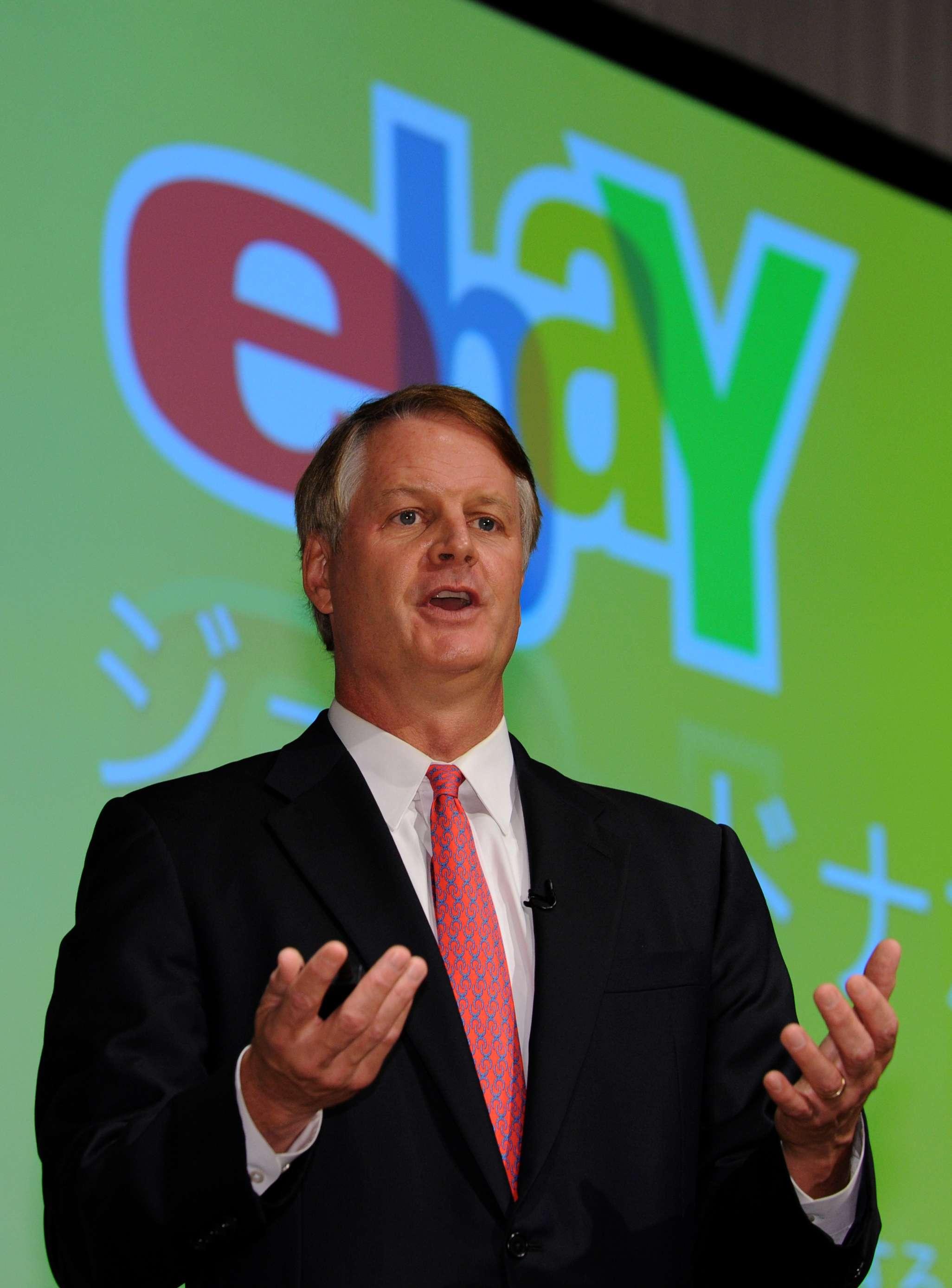 John Donahoe, presidente-executivo da loja online, teve salário base de US$ 970,3 mil Foto: AFP