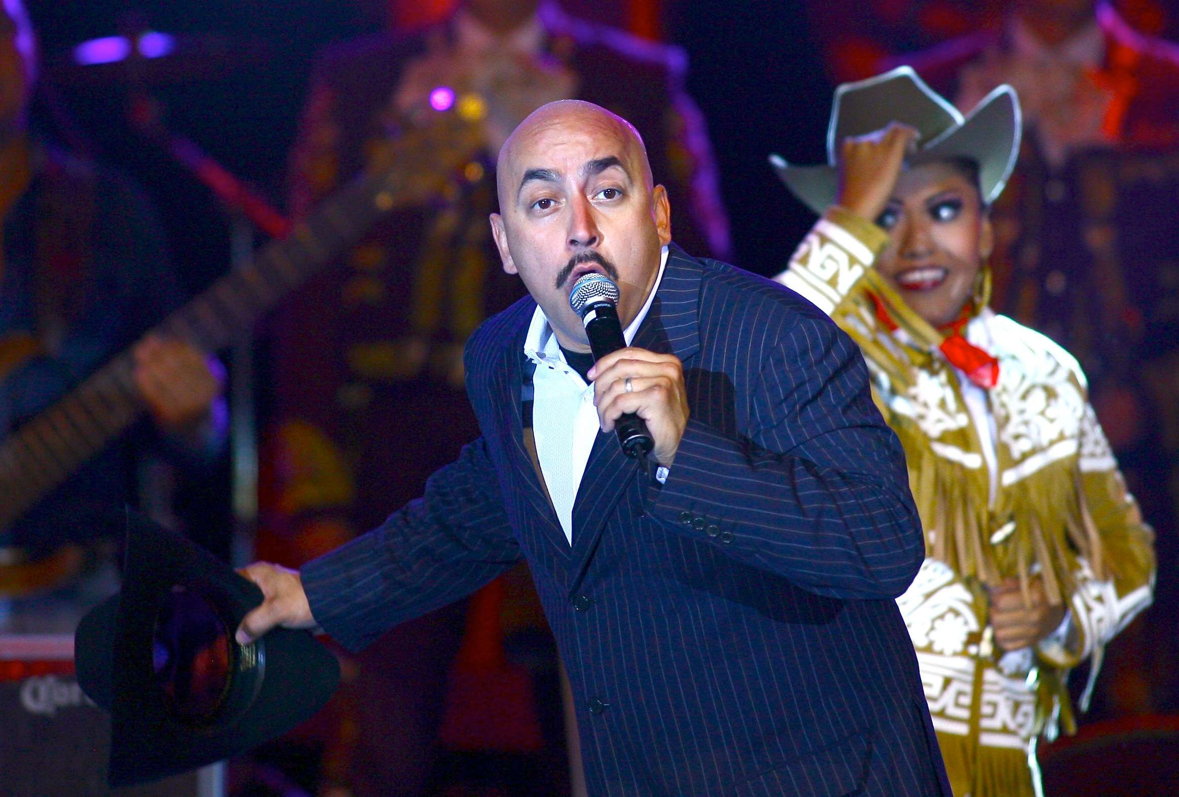 Extorsionan a Lupillo Rivera a través de fotos íntimas