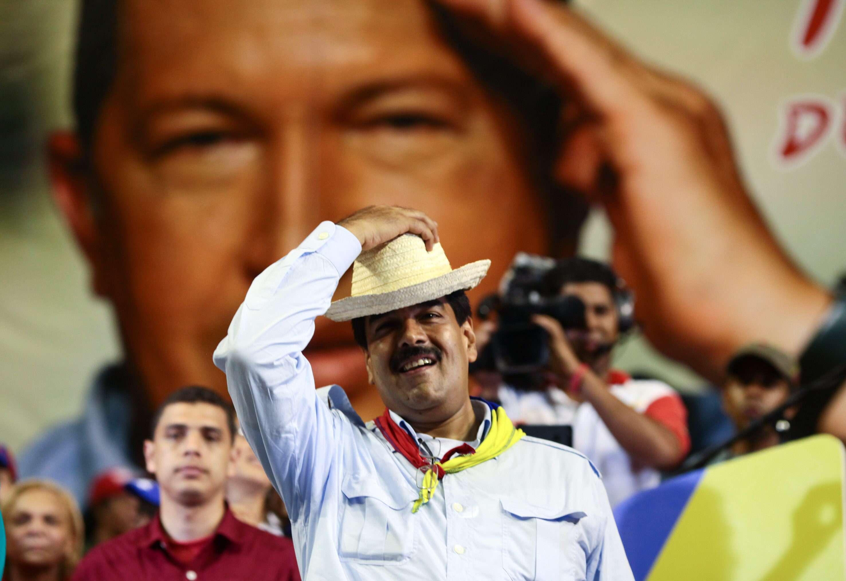 """Maduro dice que Chávez se le apareció en forma de """"pajarito"""""""