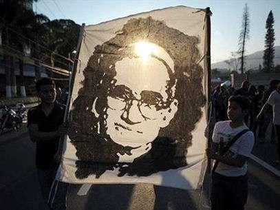 Marcha en San Salvador el 16 de marzo de 2013 en conmemoración de los 33 años del asesinato de monseñor Oscar Arnulfo Romero, durante una misa el 24 de marzo de 1980. Foto: Getty Images