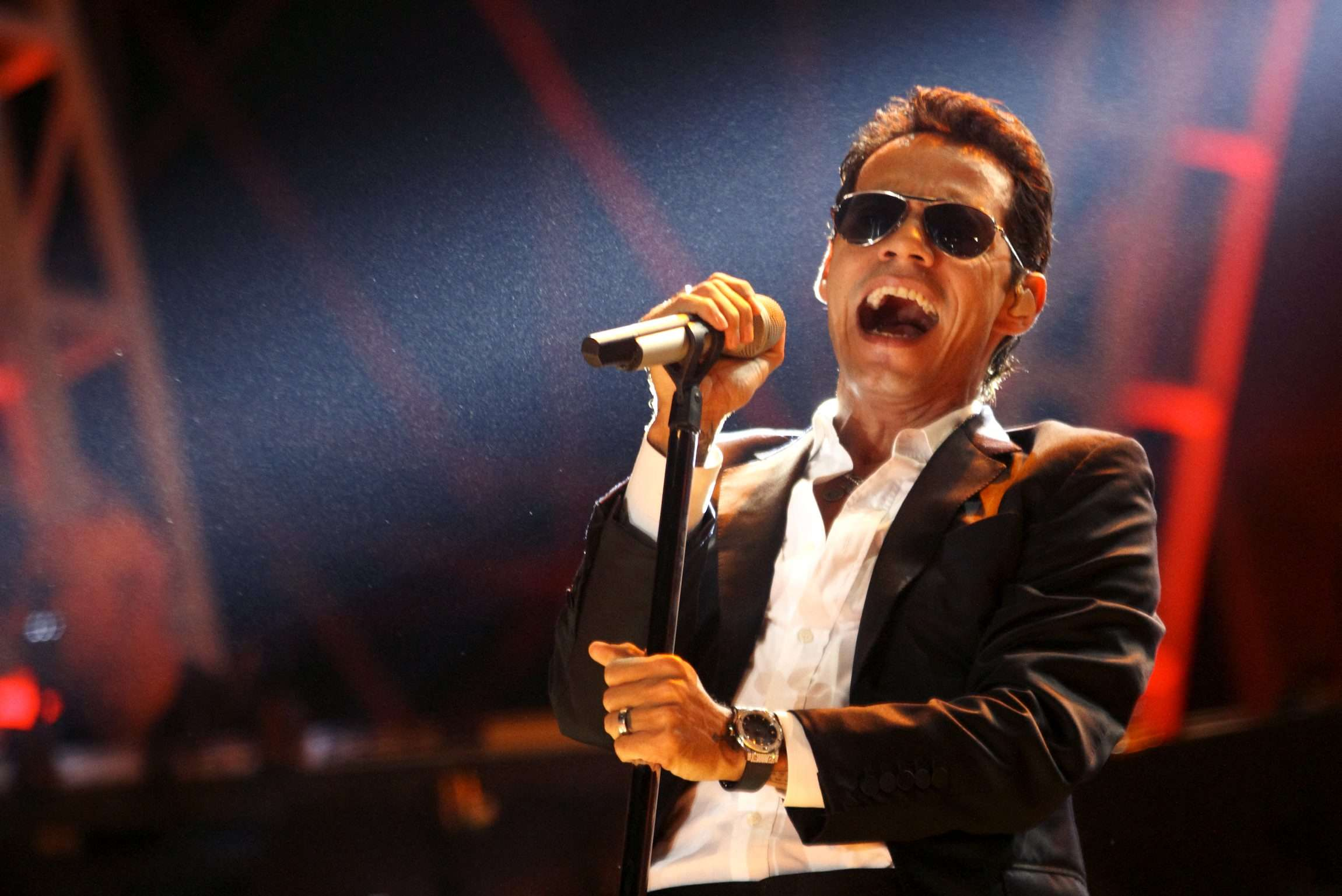 "On Top: Marc Anthony está en la cima con ""Vivir Mi vida"""