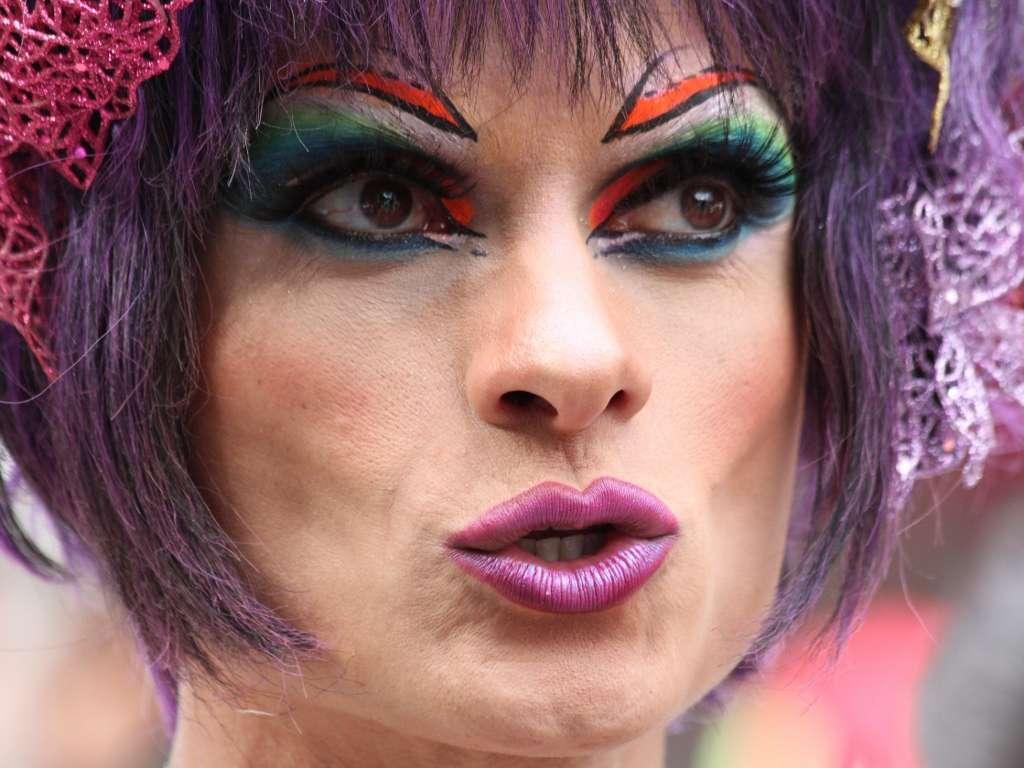 Participante da 13ª Feira Cultural faz parte do Mês do Orgulho LGBT Foto: Vagner Magalhães/Terra