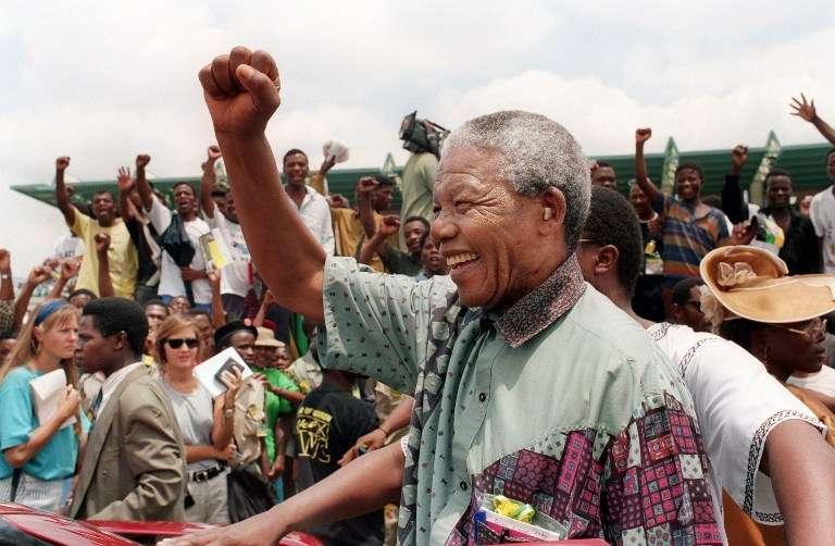 Morre Nelson Mandela, a lança da nação africana