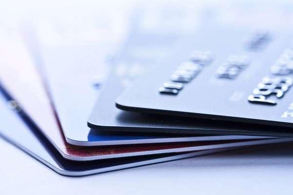 Emissões de cartões de crédito pré-pago representam 50% das operações de câmbio para turistas brasileiros Foto: Shutterstock