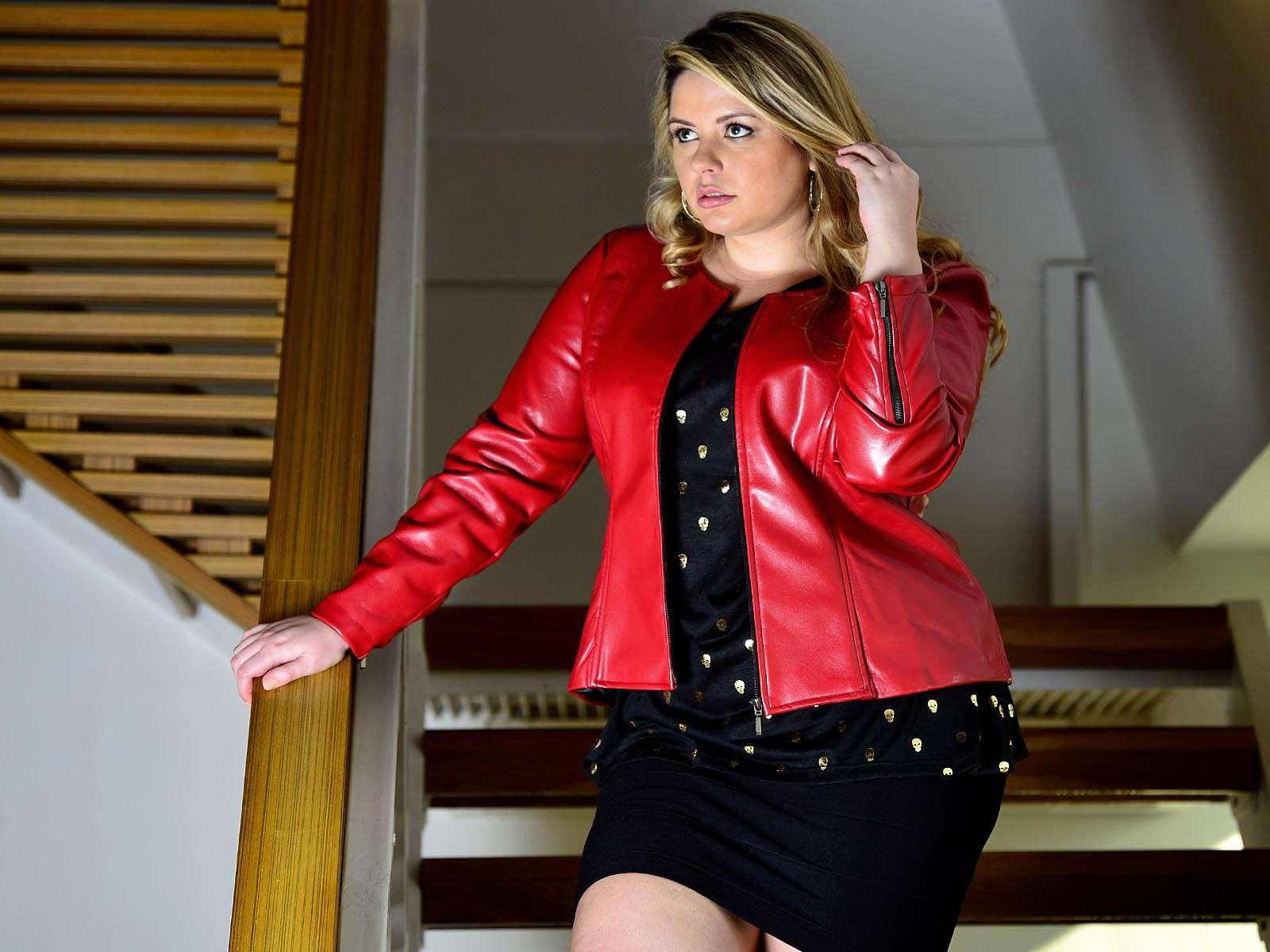 """18ec7b834 """"Tenho mais glamour na vida de jornalista de turismo do que de modelo"""",  disse ao Terra Sylvia Barreto. Há um ano e meio, ela começou também a  investir na ..."""