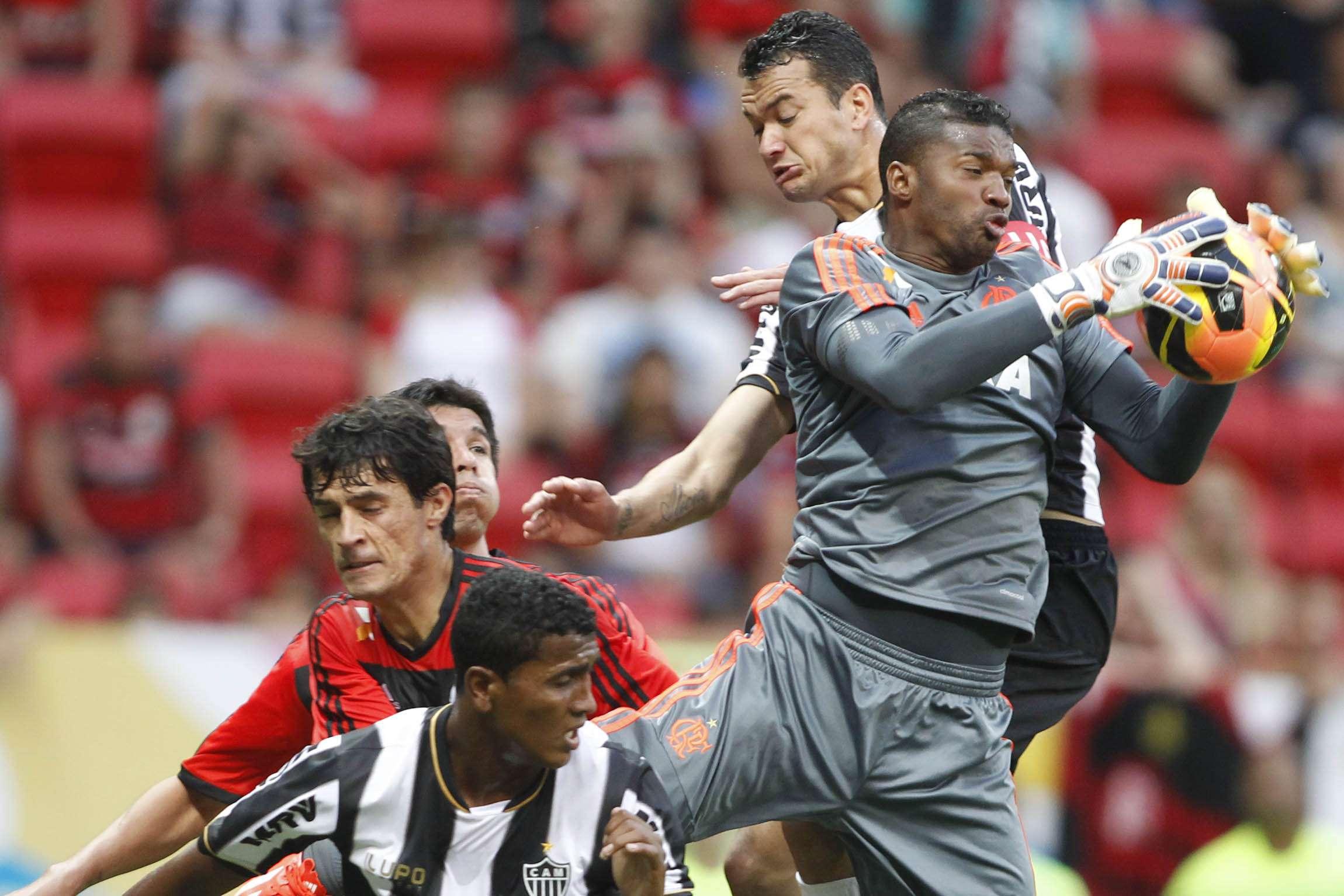 Felipe, que fez boas defesas no segundo tempo, auxiliou em vitória do Fla Foto: Adalberto Marques (Agif)/Gazeta Press
