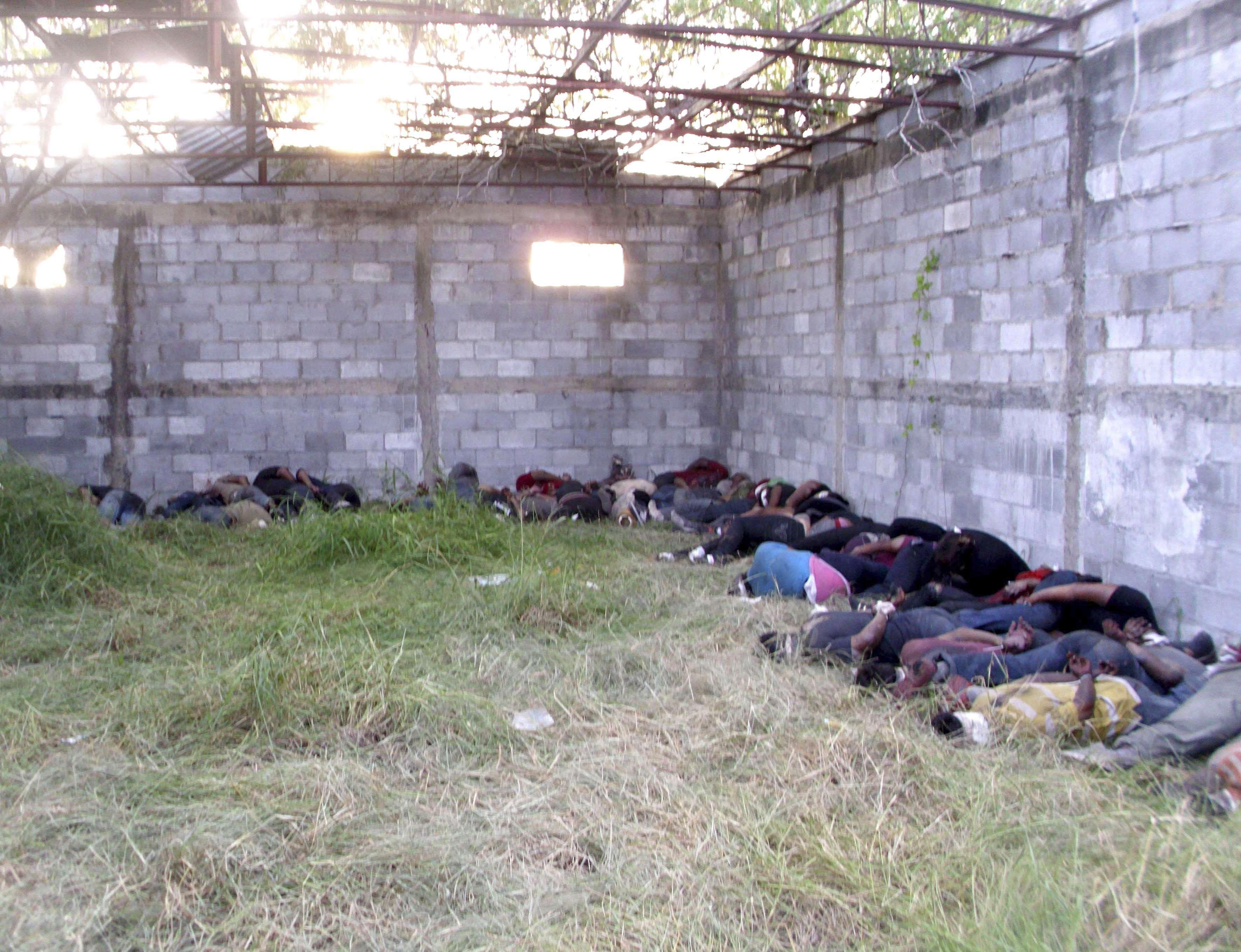 El acuerdo tiene por objeto la identificación y determinación de causa de muerte de diversos restos que pudieran estar relacionados con homicidios de migrantes, 72 localizados el 23 de agosto de 2010 en San Fernando, Tamaulipas. Foto: Archivo/AP en español