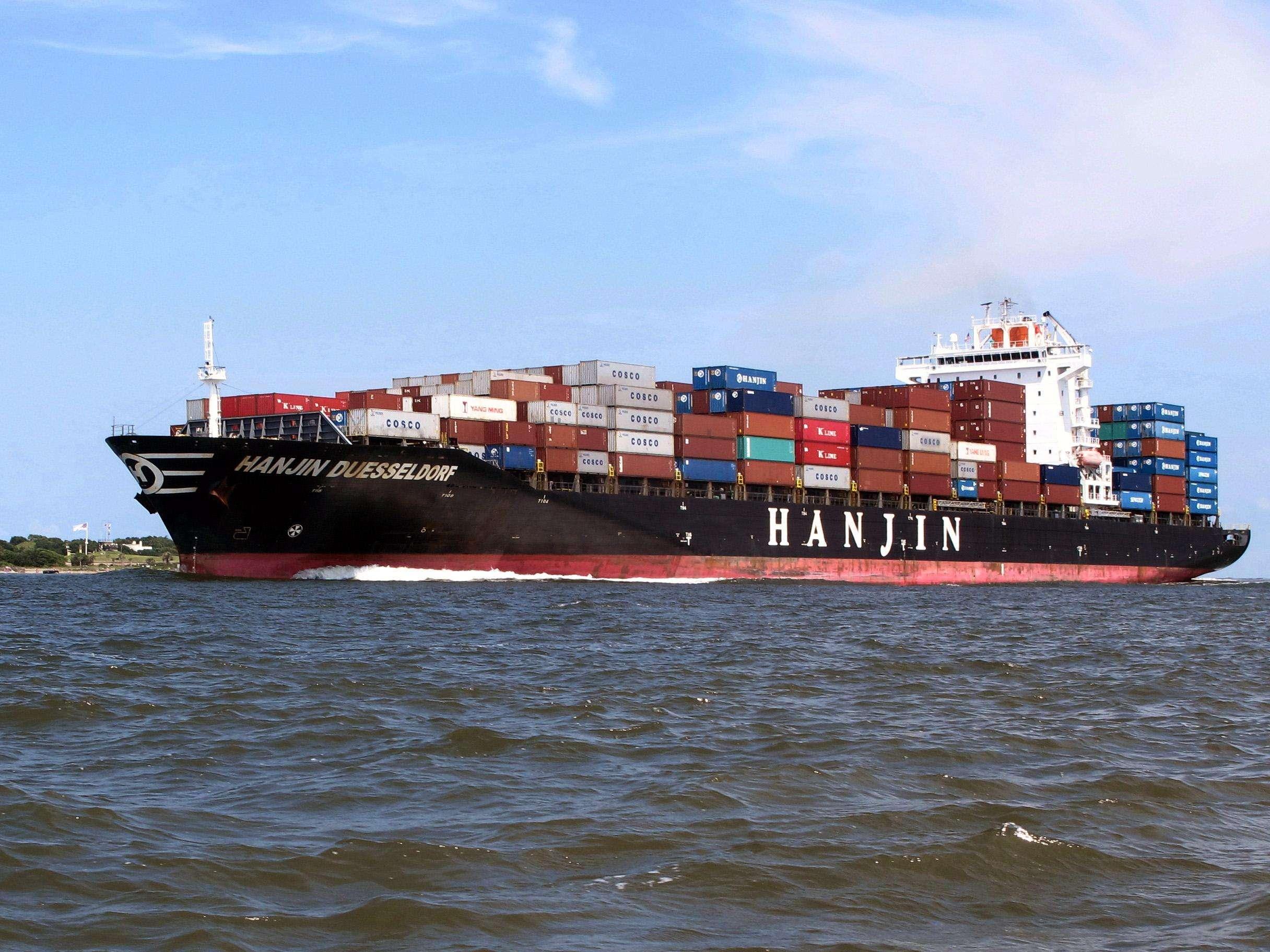 Foto del 18 de julio del 2013 de un buque contenedor en el puerto de Charleston, en Carolina del Sur. Los mayoristas estadounidenses aumentaron sus existencias levemente en julio tras tres meses de retrocesos y sus ventas mejoraron al ritmo menor en siete meses, anunció el departamento de Comercio el miércoles, 11 de septiembre del 2013. Foto: Bruce Smith/AP