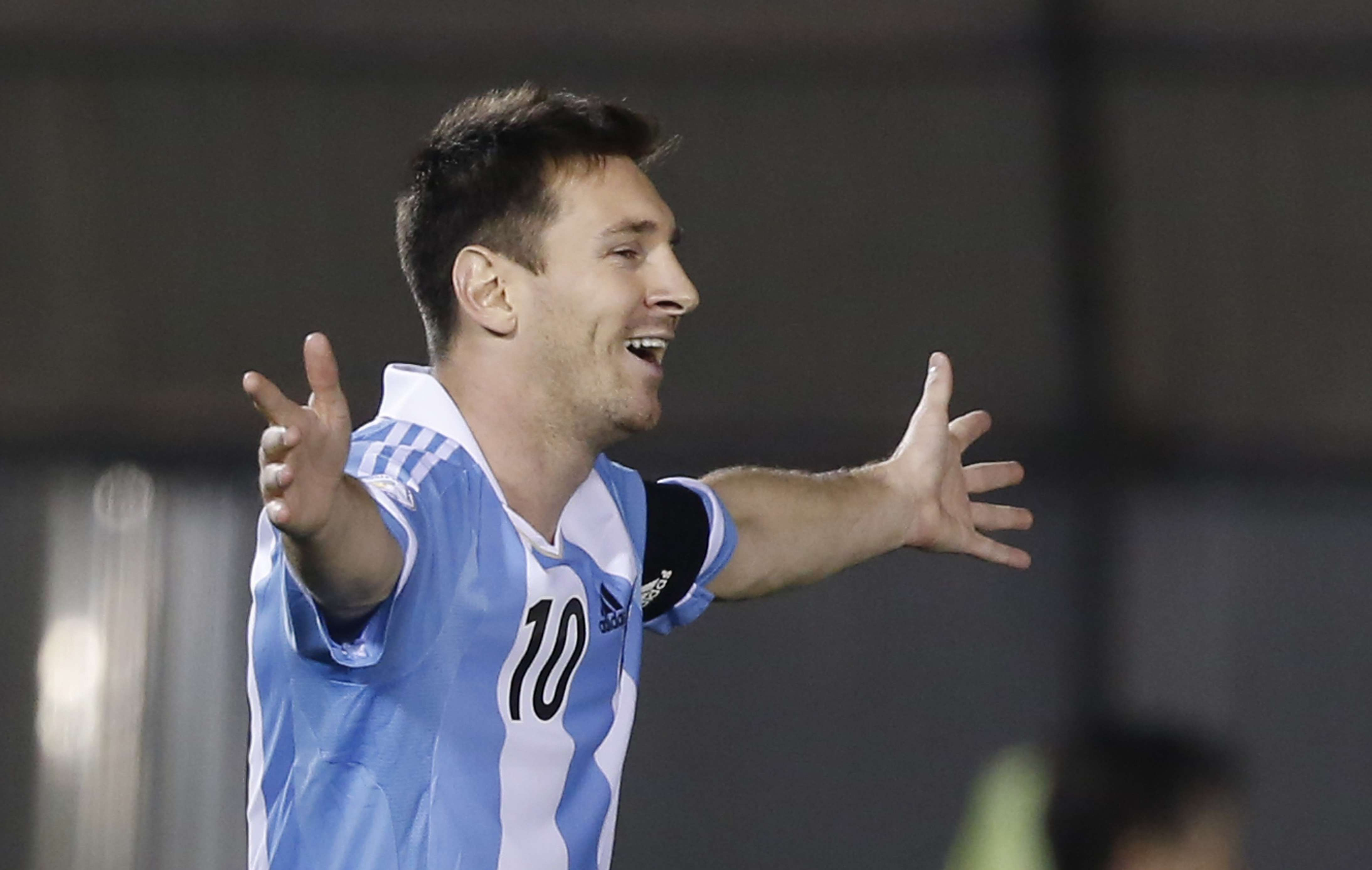 Messi brace secures Argentina's spot in Brazil 2014 (photos)