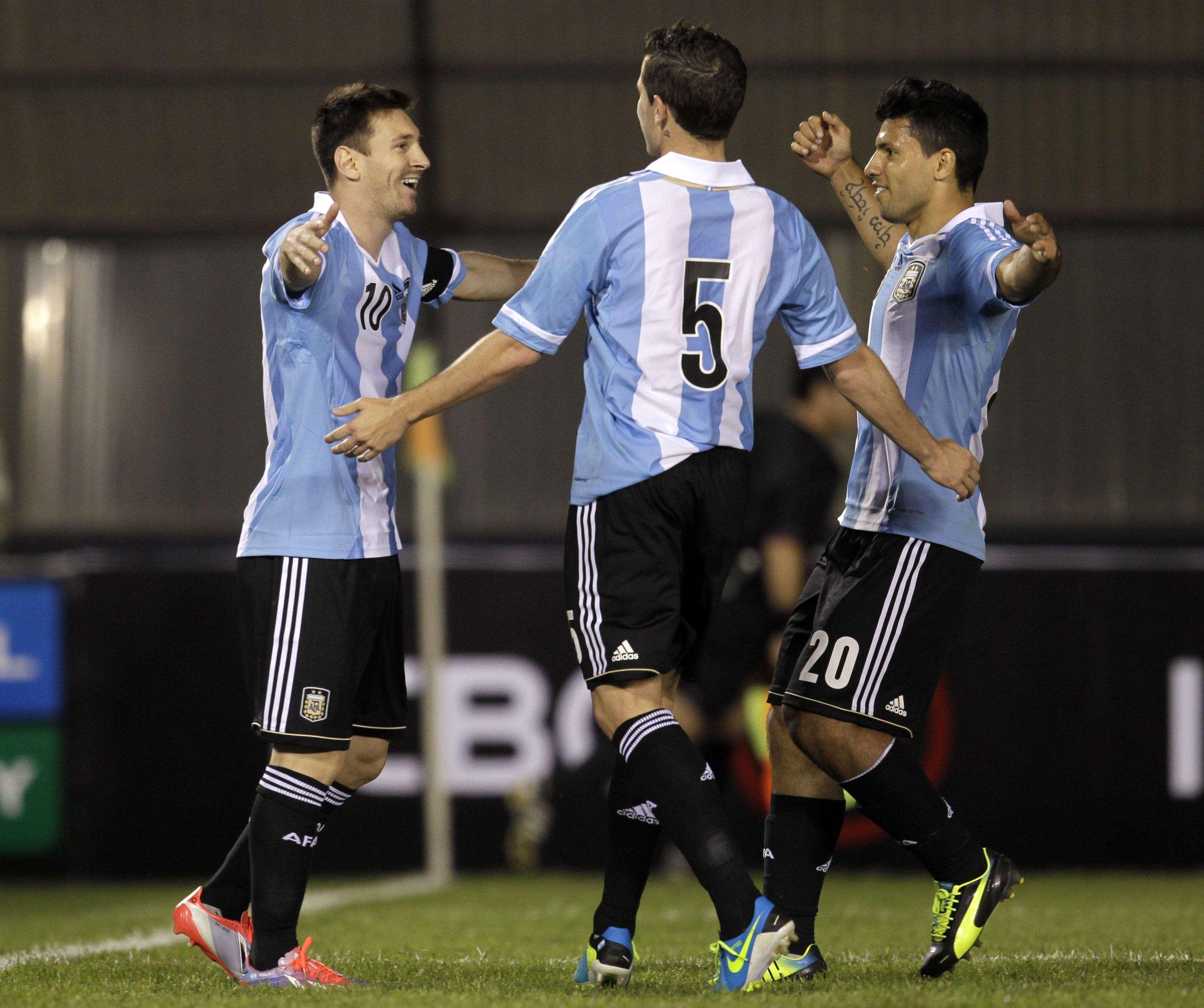 Com dois de Messi, Argentina goleia Paraguai fora e se ...