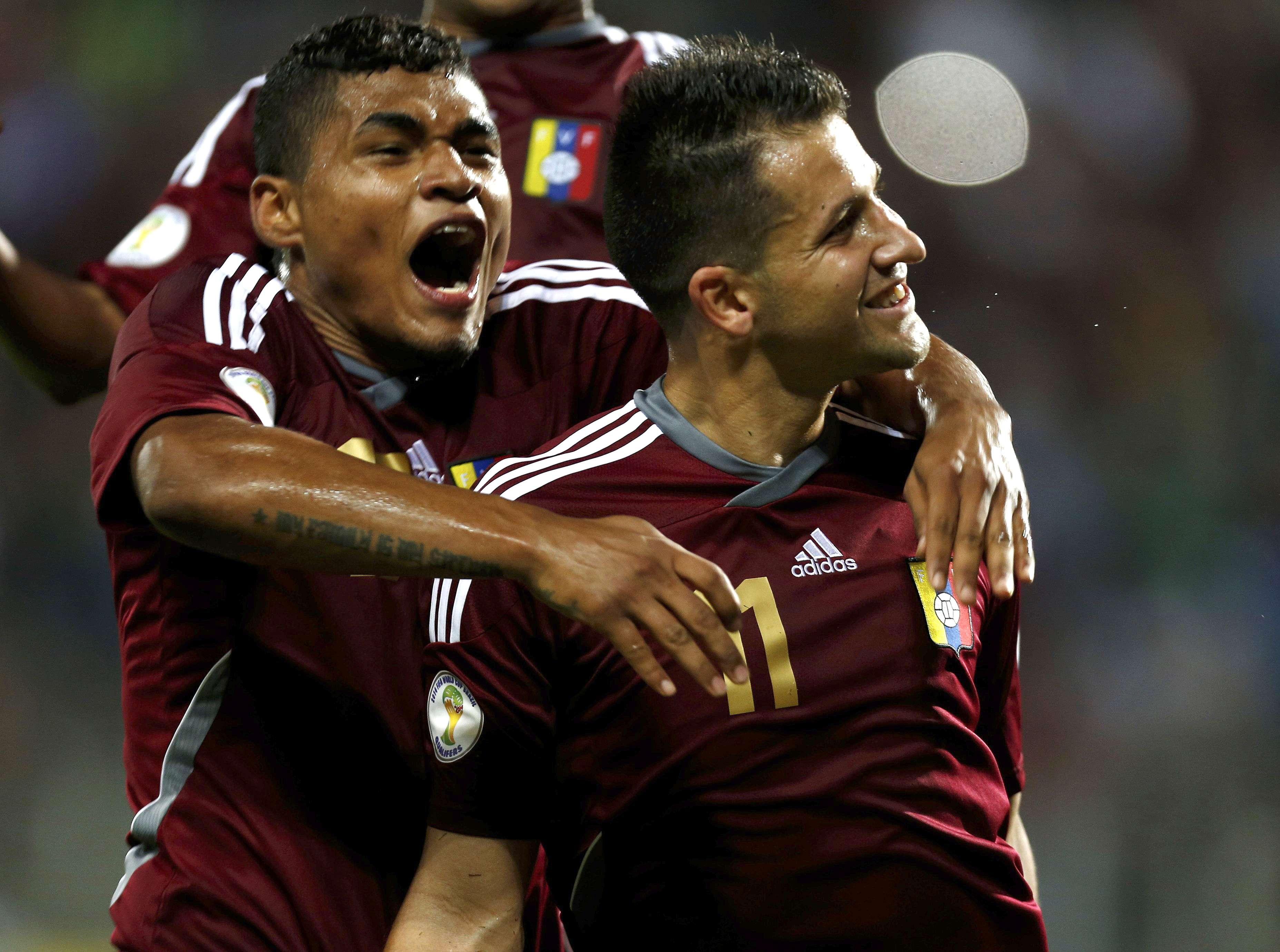 Venezuela vence Peru de virada e mantém esperanças de ir...