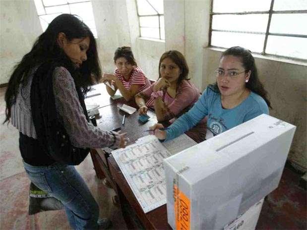 El uso intensivo de la revocatoria da las problemas que los que resuelve, informan. Foto: Andina
