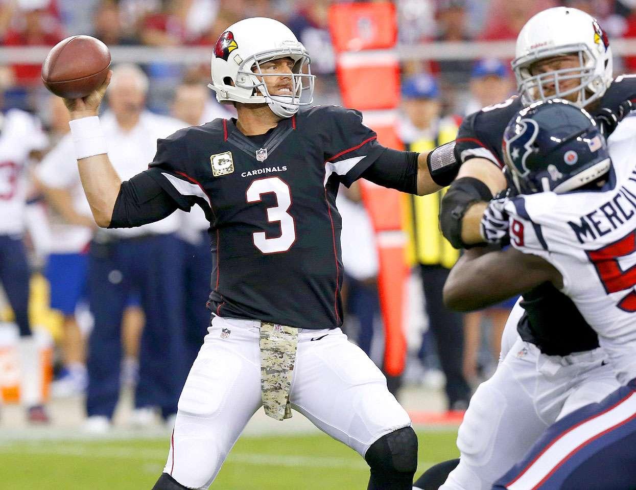 El veterano quarterback Carson Palmer lanzó dos pases para anotación y los Arizona Cardinals resistieran la presión ofensiva de los Houston Texans para superarlos 27-24 y recetarles su séptima derrota consecutiva, una marca para la franquicia. Foto: AP