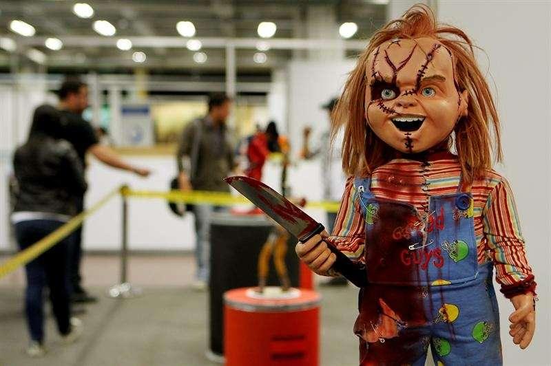 Chucky es un personaje ficticio de la saga de películas de terror Child's Play, conocida en Latinoamérica y en España como 'Chucky, el Muñeco Diabólico'
