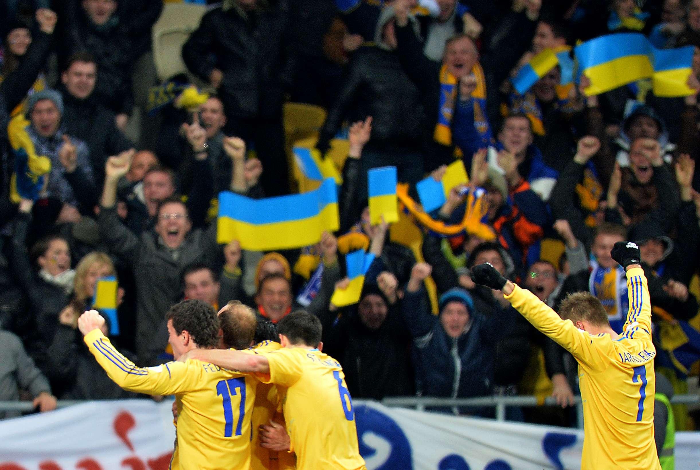 Ucrânia derrota França em casa e fica perto da Copa de 2014