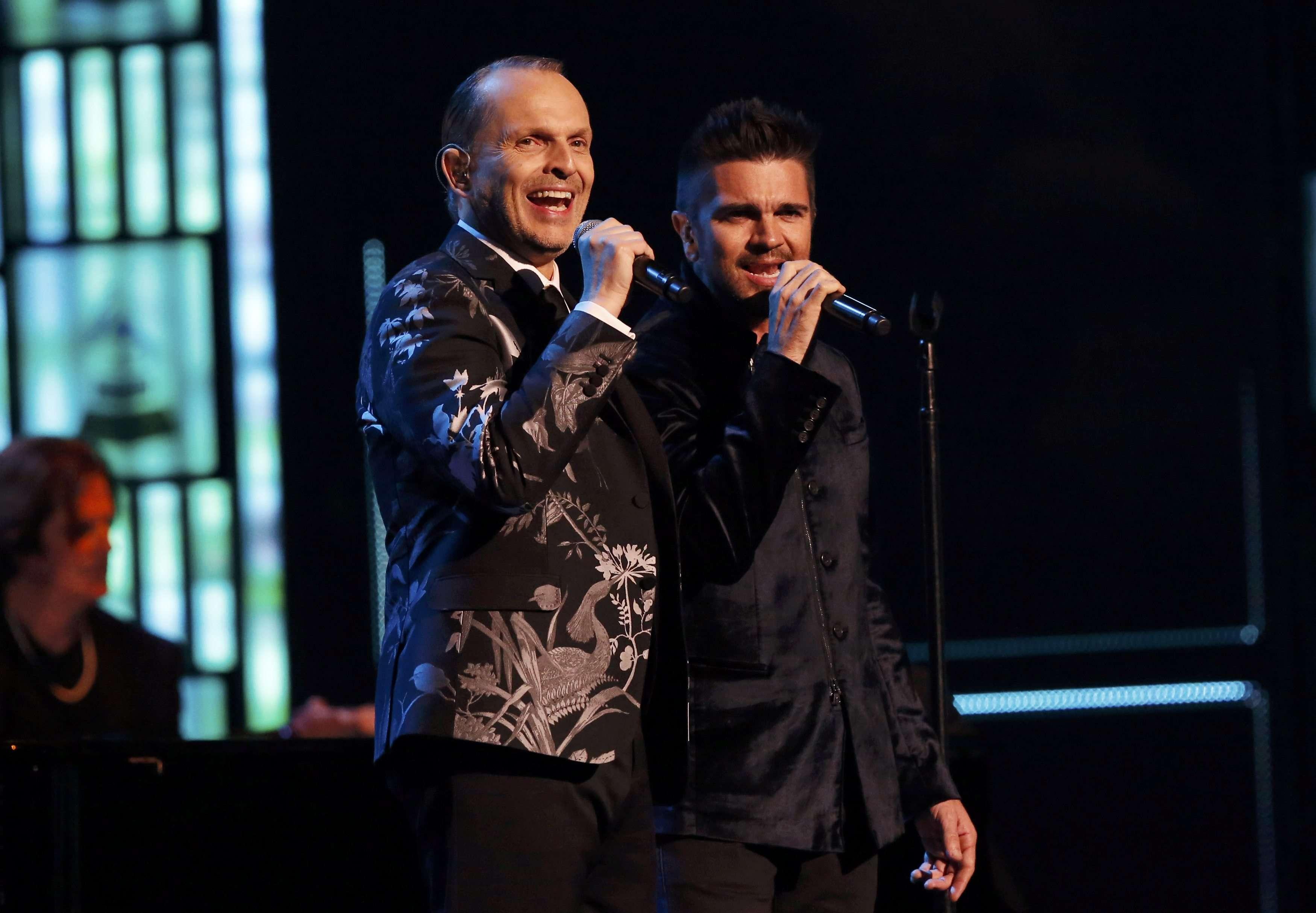Latin Grammy: Miguel Bosé canta con Ricky Martin y Juanes