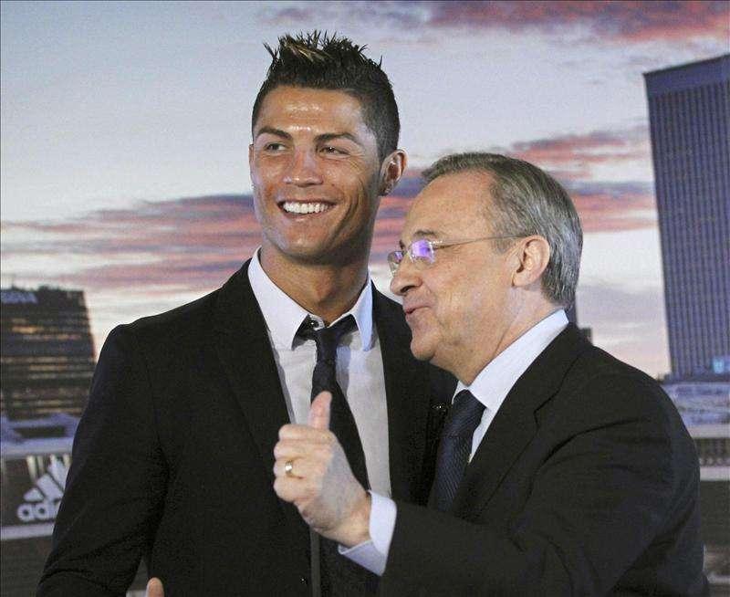 """Florentino Pérez afirma que """"Cristiano Ronaldo es el mejor jugador del mundo"""" Foto: Agencia EFE/© EFE 2013. Está expresamente prohibida la redistribución y la redifusión de todo o parte de los contenidos de los servicios de Efe, sin previo y expreso consentimiento de la Agencia EFE S.A."""