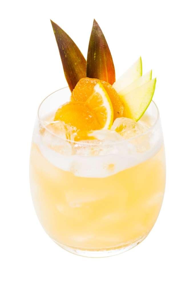 Veja receita de coquetel com vodca, gengibre e abacaxi