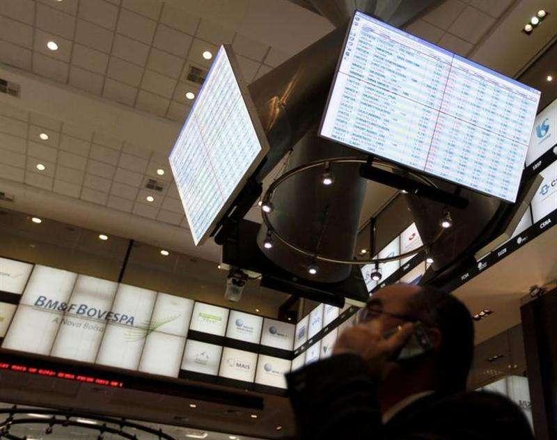 O principal índice da Bovespa teve leve baixa, cravando a quarta semana seguida de perdas, numa sessão com o mercado comedido, aguardando a reunião do Federal Reserve, banco central norte-americano, na próxima semana (foto de arquivo). Foto: Nacho Doce/Reuters