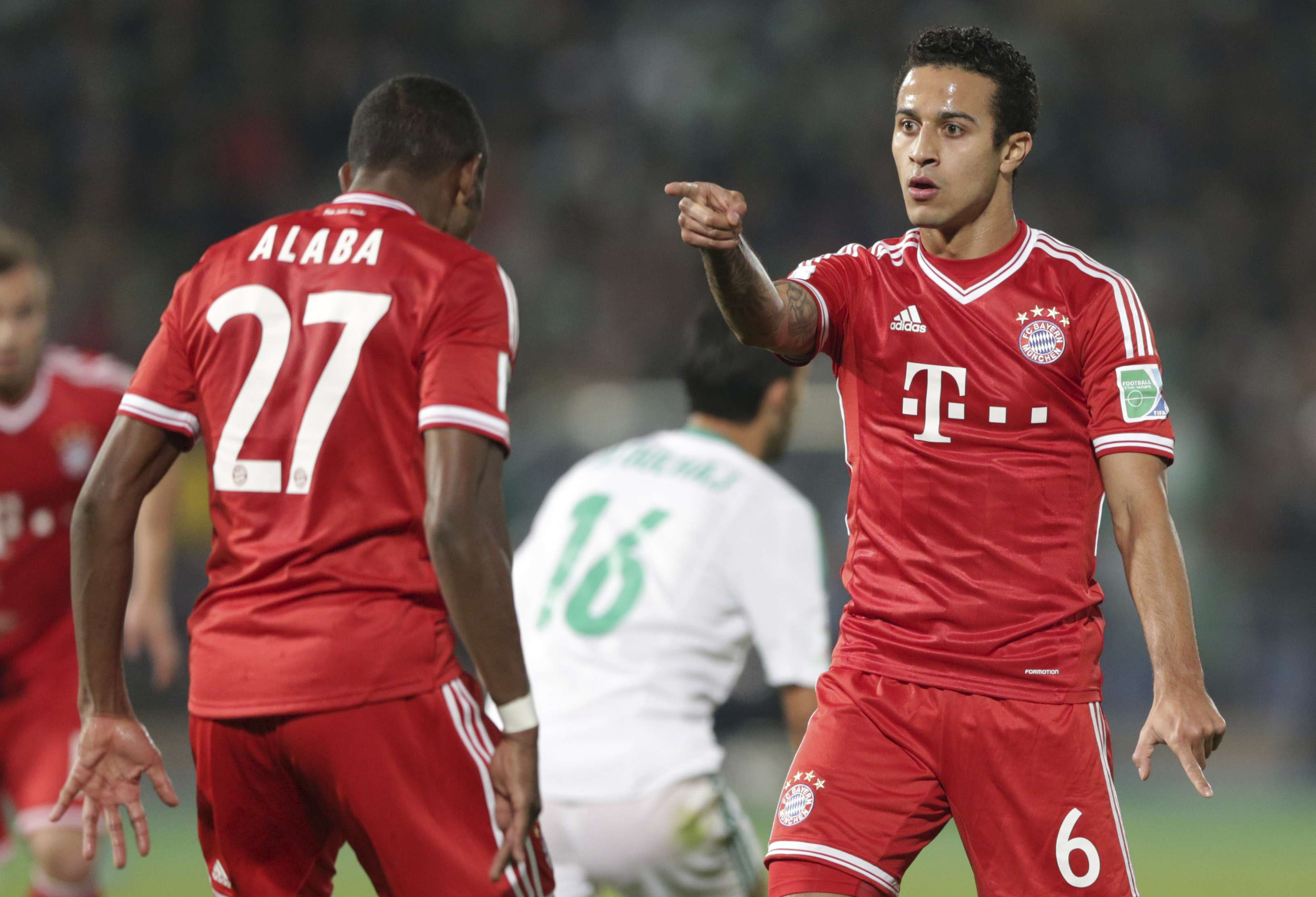 Destaque do Bayern, Thiago nega surpresa por ausência do...