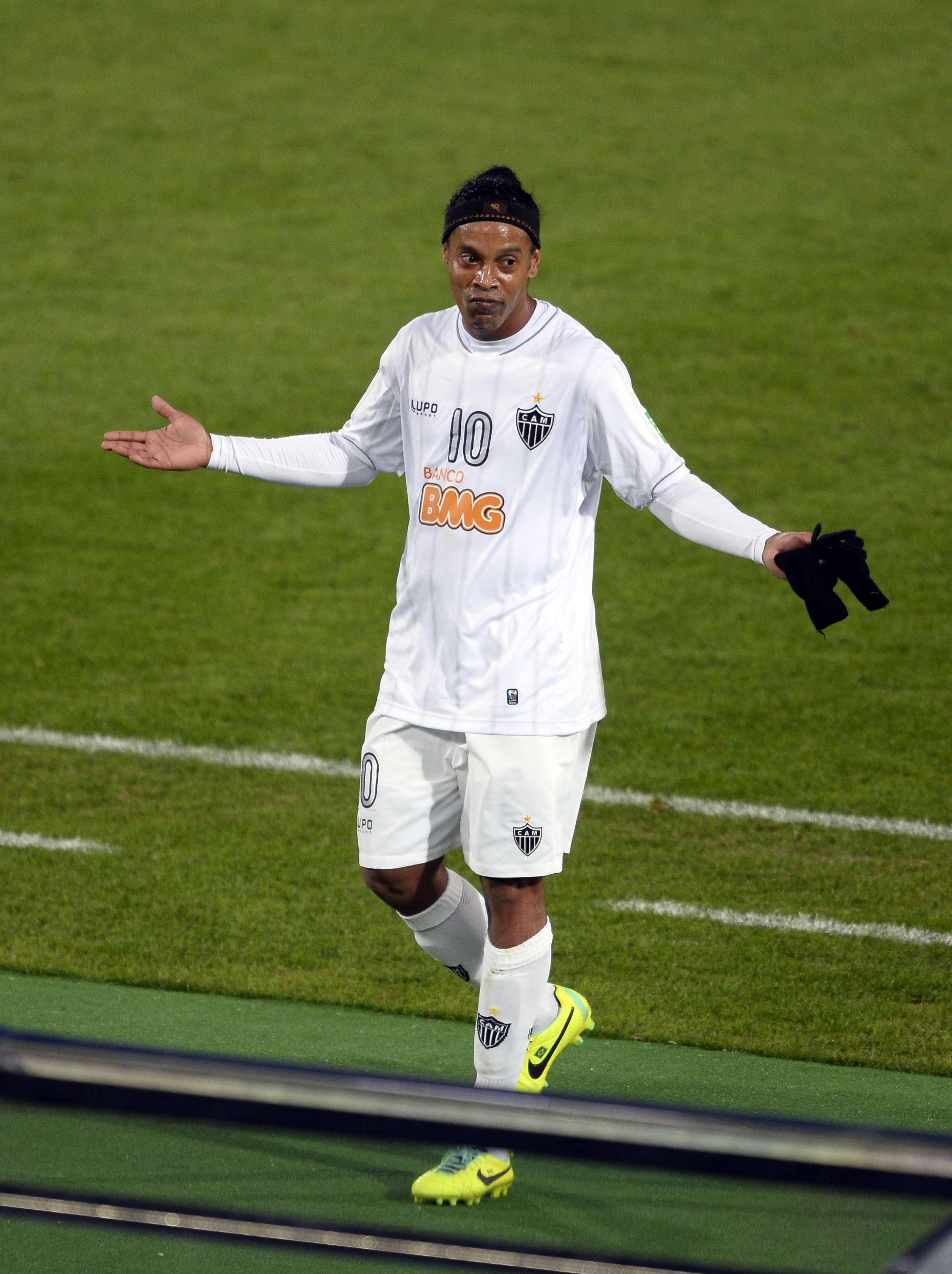 Kalil diz que Ronaldinho fica, mas jogador deixa futuro ...