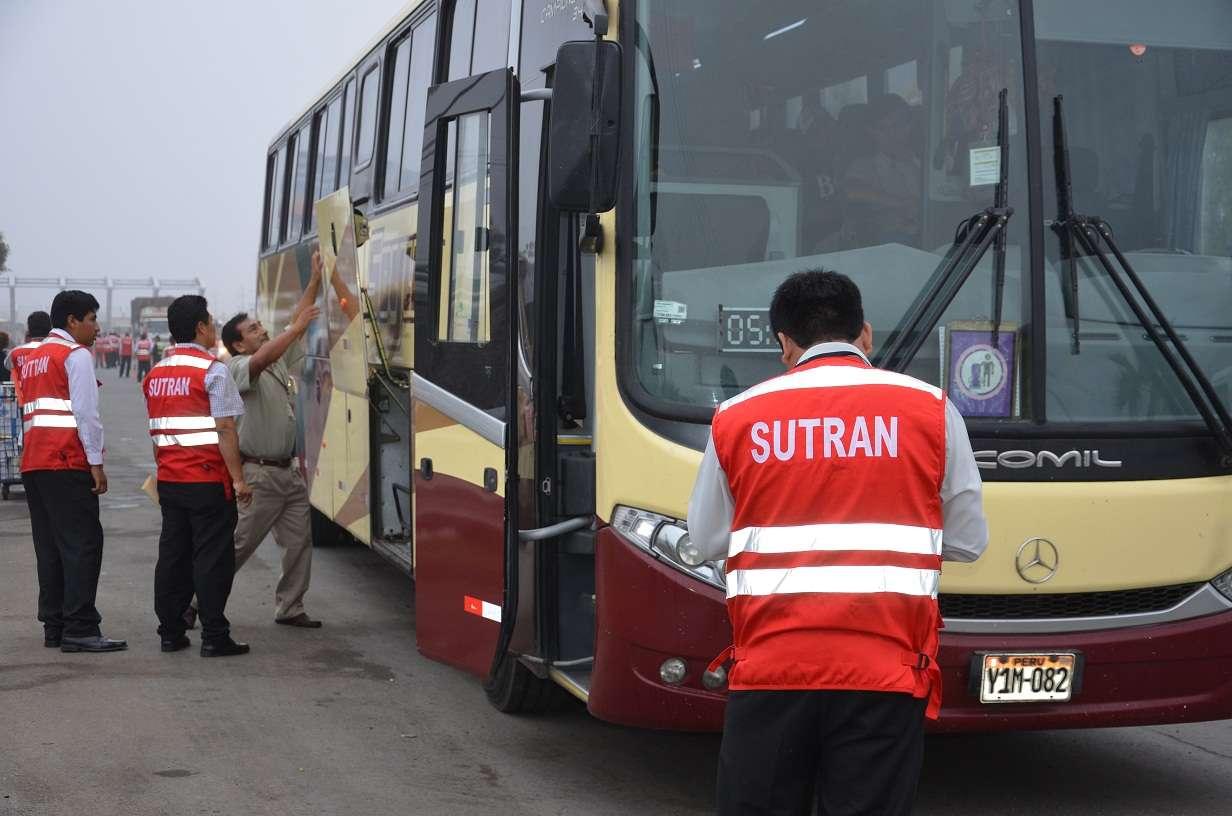 Comenzó el plan Verano 2014 para detectar el incumplimiento de las normas por parte de vehículos de transporte. Foto: Terra Perú