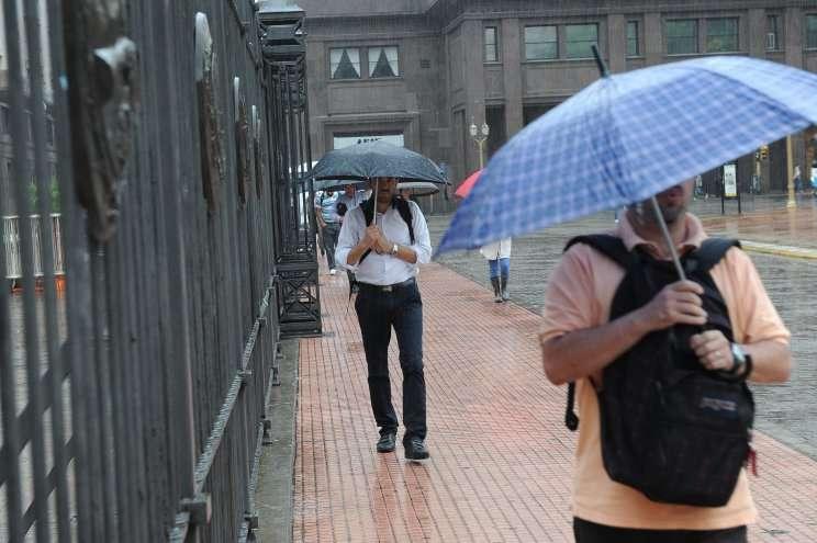 Clima: Las lluvias traen alivio y el calor afloja en Capital Foto: NA