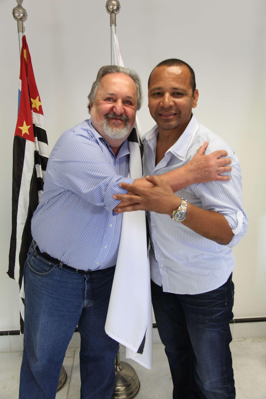 Laor negou conhecimento de que o pai de Neymar negociava um acordo com o Barcelona em 2011 Foto: Ricardo Saibun/Santos FC/Divulgação