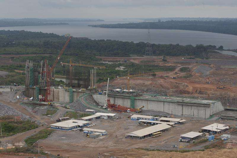 Vista geral do canteiro de obras da hidrelétrica de Belo Monte, em Pimental, próximo ao município de Altamira, no Pará. A usina hidrelétrica Belo Monte, no rio Xingu, está com cerca de 45 por cento das obras civis concluídas, segundo balanço da empresa responsável pelo empreendimento, e entra na fase de conclusão da primeira etapa da montagem eletromecânica em um dos canteiros. 23/11/2013. Foto: Paulo Santos/Reuters