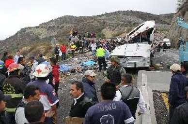 Volcadura de autobús deja 12 lesionados en Jalisco