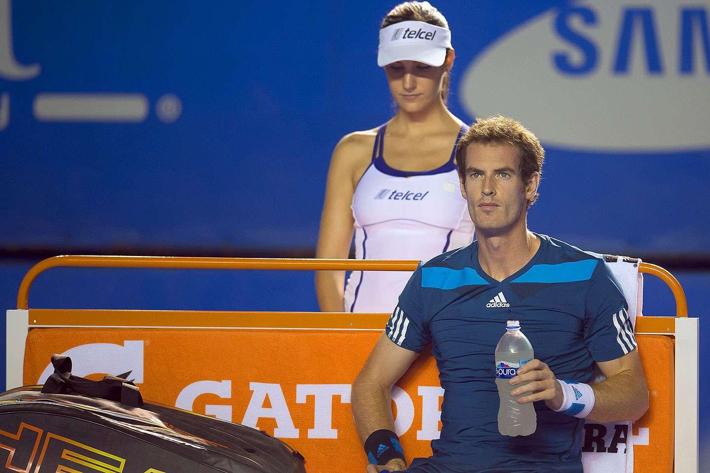 El británico Andy Murray tuvo que superar un set espectacular del español Pablo Andújar para avanzar en tres sets (3-6, 6-1 y 6-2) a la segunda ronda del Abierto Mexicano de Tenis. Foto: Omar Martínez/Mexsport