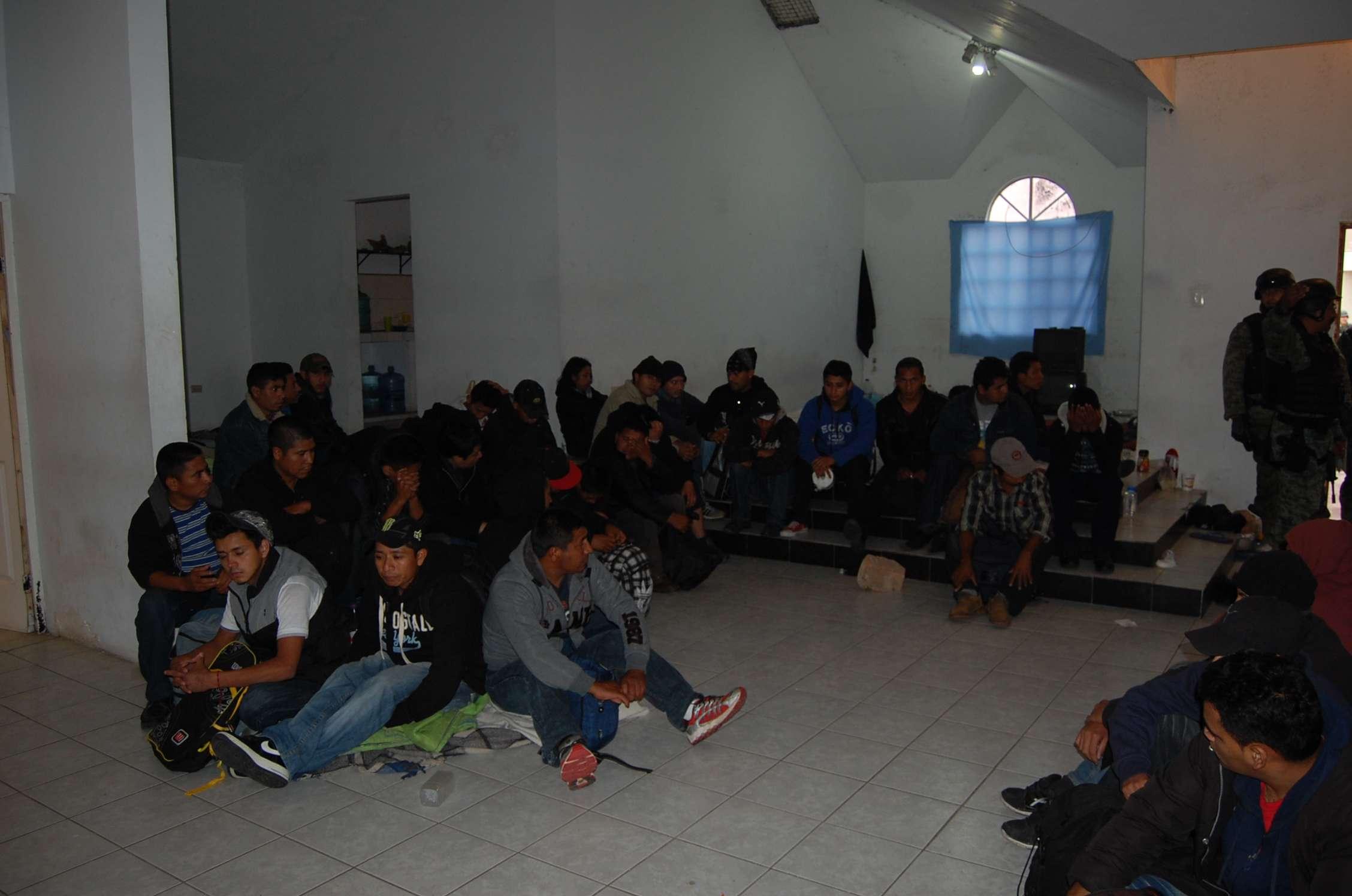 Elementos del Ejército mexicano liberaron a 61 migrantes que se encontraban secuestrados en la colonia Sierra de la Soledad, municipio de Reynosa, Tamaulipas. Foto: Especial