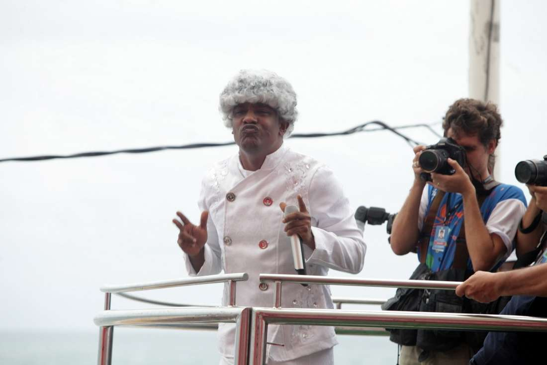 Psirico homenageia Nelson Mandela e canta o hit que promete fazer a cabeça dos foliões no Carnaval, a música 'Lepo Lepo' Foto: Leo Franco/AgNews